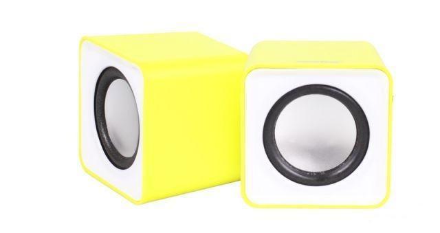 SmartBuy Mini SBA-2820, Yellow акустическая системаSBA-2820Настольная акустическая стереосистема SmartBuy MINI предназначена для подключения к компьютеру, ноутбуку и к другим электронным устройствам для воспроизведения звука в стереоформате (2-х канальный звук). Можно подключить к любым источникам звука, имеющим стандартный Audio-разъем Jack 3.5 мм.Питание колонок SmartBuy MINI осуществляются от USB-порта компьютера, ноутбука, либо от любого другого устройства, имеющего USB-разъем. В качестве источника питания для колонок можно также использовать обычное сетевое или автомобильное зарядное устройство для телефонов/планшетов, оснащенное USB-гнездом