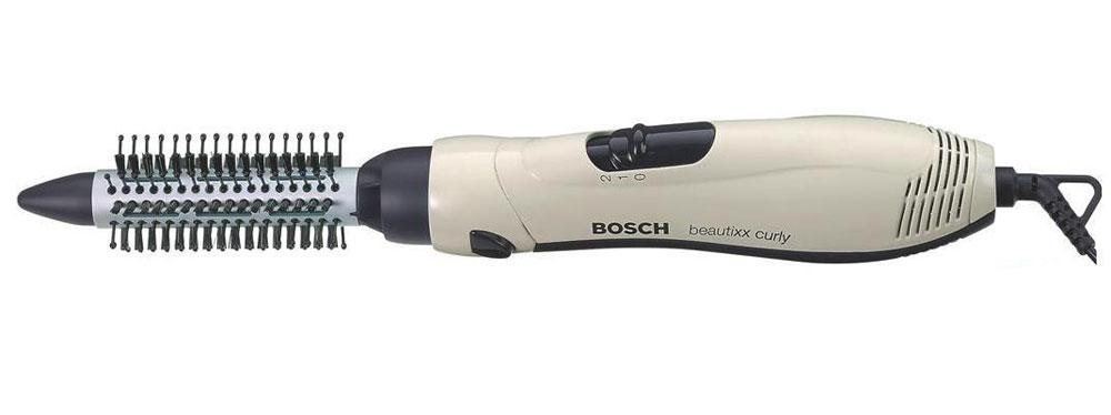 Bosch PHA2000 фен-щеткаPHA2000Фен-щетка Bosch PHA2000 предназначена для моделирования причесок и станет полезной помощницей тем, кто не имеет достаточно опыта для укладки волос. С ее помощью удобно улаживать волосы короткой и средней длины и создавать соблазнительные легкие волны на длинных. Она оснащена одной комбинированной насадкой диаметром 20 мм с высокими пластмассовыми зубьями и короткими щетинистыми. Они хорошо расчесывают, разглаживают волосы во время укладки, делая ваши локоны блестящими и шелковистыми.Bosch PHA 2000 - фен-щетка средней мощности, создаваемый ею поток воздуха умеренно-горячий, поэтому ежедневное использование не навредит вашим волосам. Приподнимая и высушивая пряди у самых корней, вы сможете добиться потрясающего объема. Двухпозиционным переключателем на ручке легко выбрать нужный режим. Первая позиция создает низкую скорость обдува и деликатно-горячий воздух, на второй позиции скорость и температура в два раза выше.