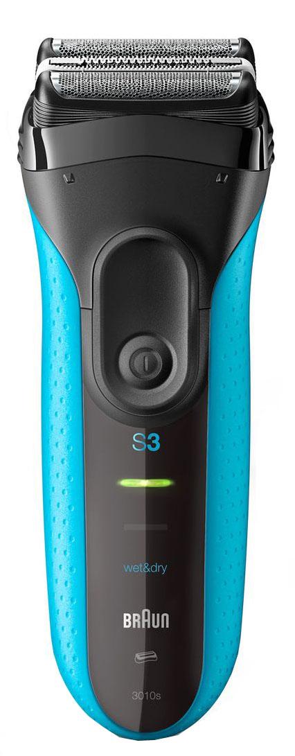 Электрическая бритва Braun Series 3 Shave&Style 3010BT81547159Прибор 3-в-1 для бритья, стрижки и стайлинга. Сеточная электрическая бритва Braun Series 3 Shave&Style с возможностью подзарядки - это идеальный прибор 3-в-1 для ухода за волосами. Наслаждайтесь гладким бритьем, точной стрижкой бороды или щетины с помощью всего одного устройства, просто меняя головку и добавляя одну из 5 насадок.Преимущества:Гладкое бритье: 3 чувствительных к давлению элемента бритвенной системы обеспечивают эффективность и комфортТочное подравнивание: 5 гребней 1-7 мм для создания мужественного образа с 3-дневной щетинойТочные контуры: сменная насадка-триммер для более точного бритьяТехнология Wet&Dry для бритья в душе, с пеной или гелемЭлектрическая бритва надежна в эксплуатации и выдерживает давление воды на глубине до 5 метровВ комплекте: Электрическая бритва Braun Series 3 ProSkin, сменные бритвенная головка и точный триммер, 5 насадок-гребней c мягким чехлом, защитная крышка, щеточка для чистки, зарядное устройство Smart Plug с автоматической настройкой напряжения 100-240В
