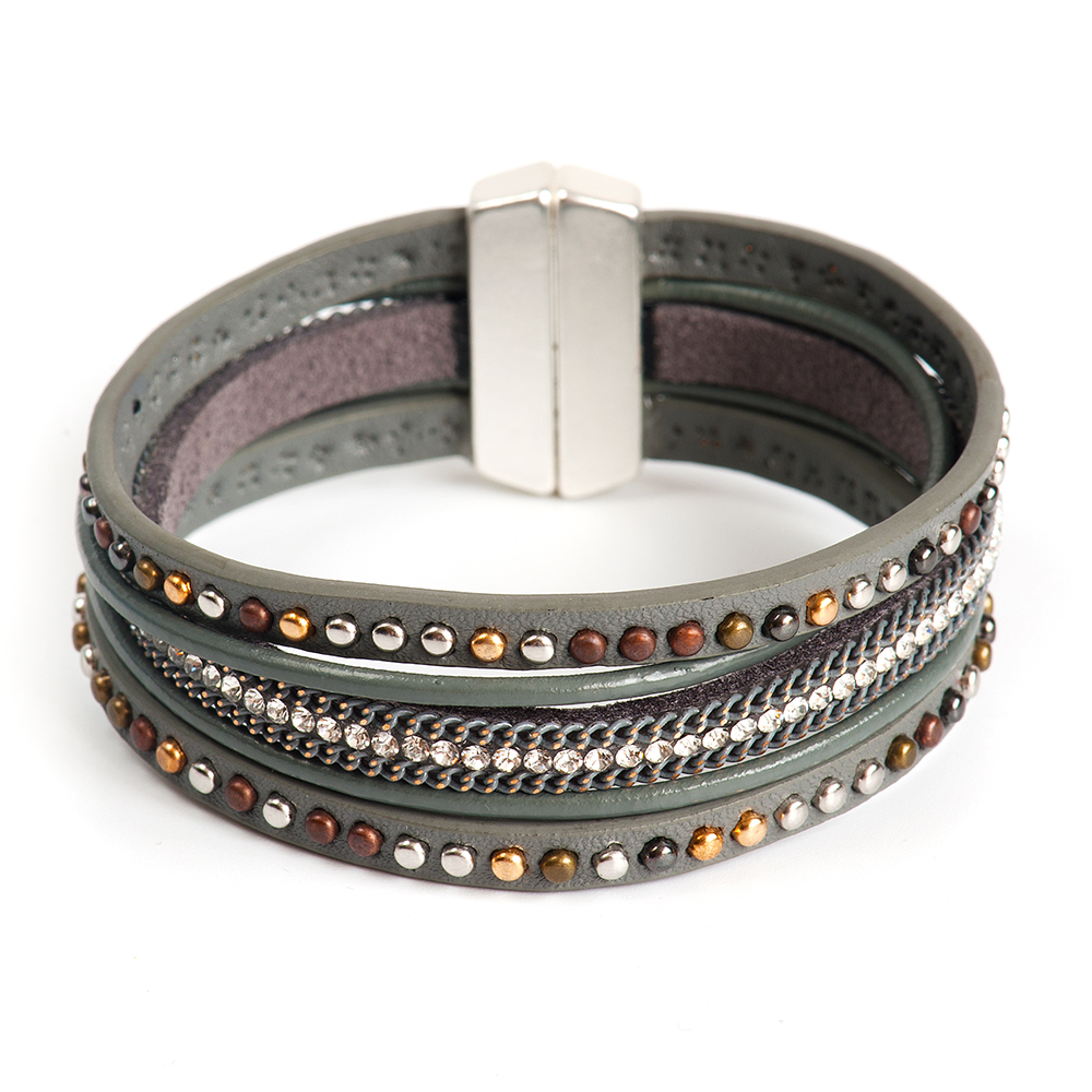 Браслет Selena, цвет: серый. 40061650Коктейльное кольцоИзящный браслет Selena изготовлен из натуральной кожи и латуни. Браслет состоит из нескольких шнуров, украшенных декоративными элементами и кристаллами Preciosa. Гальваническое покрытие - родий.Стильный браслет поможет дополнить любой образ и привнести в него завершающий яркий штрих.