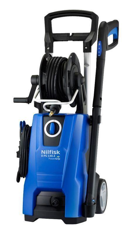 Бытовая моечная машина Nilfisk D-PG 140.4-9 X-TRA128470537Бытовая моечная машина Nilfisk D-PG 140.4-9 X-TRA обладает мощным мотором и высокой производительностью. Она служит для мойки автомобилей, садовой мебели, инвентаря и т.д. Благодаря алюминиевой помпе машина надежна в эксплуатации и имеет высокий рабочий ресурс. Специальная система Power Grip позволяет дистанционно управлять давлением помпы. За счет встроенной телескопической рукоятки модель удобно хранить в случае временного неиспользования. Энергопотребление - 10 А.