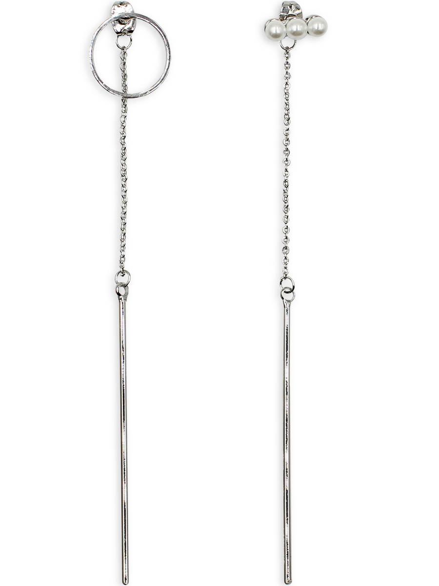 Серьги Taya, цвет: серебристый. T-B-12335Серьги-цепочкиСерьги Taya выполнены из бижутерного плава и декорированы вставкой из искусственного жемчуга. На металлических заглушках крепятся цепи, которые заканчиваются серебряными круглыми палочками. На одном штифте полая окружность, на другом - полоска из трех мелких жемчужин.
