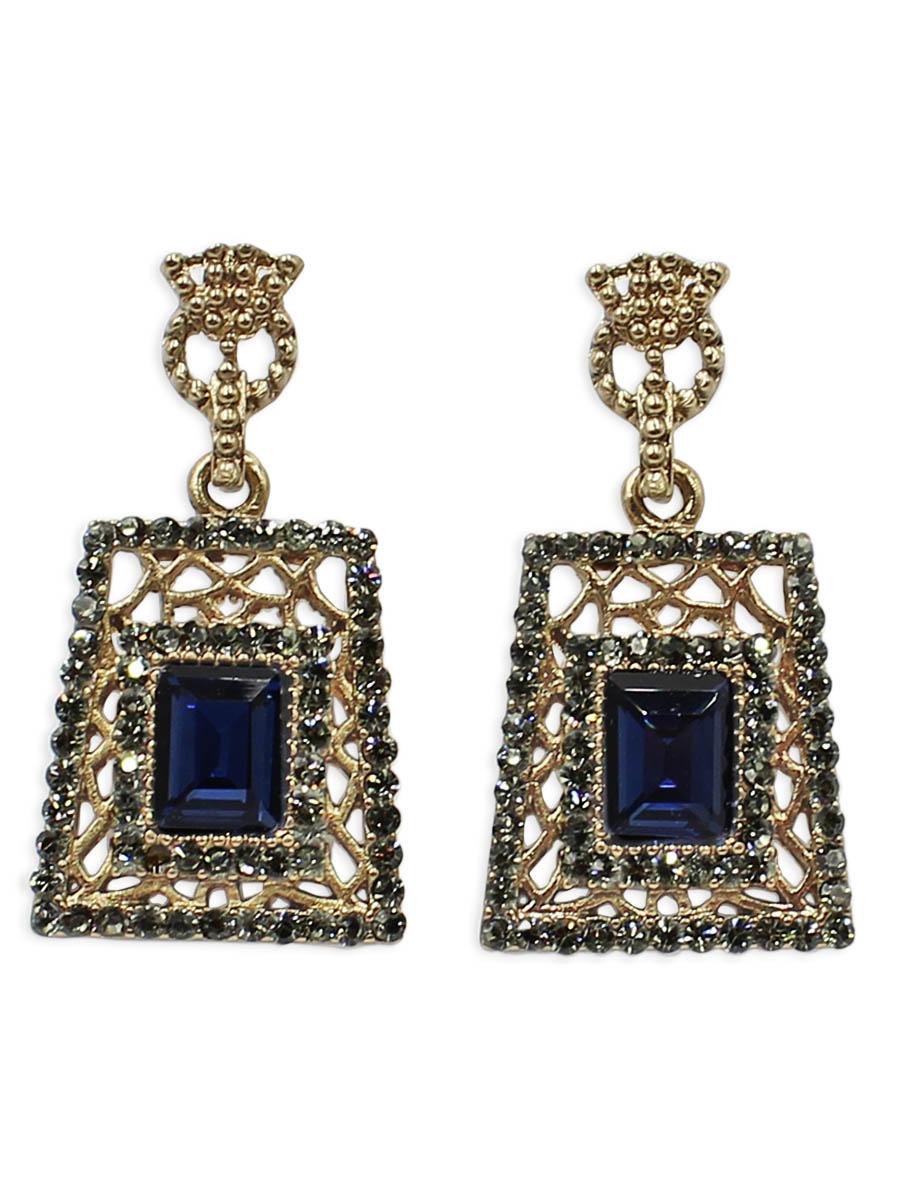 Серьги Taya, цвет: золотистый, темно-синий. T-B-12429Серьги с подвескамиСерьги-гвоздики с заглушкой металл-пластик изготовлены из бижутерного сплава. Серьги в прямоугольной форме оформлены темными кристаллами и стразами. Украшение выглядит дорого и богато.