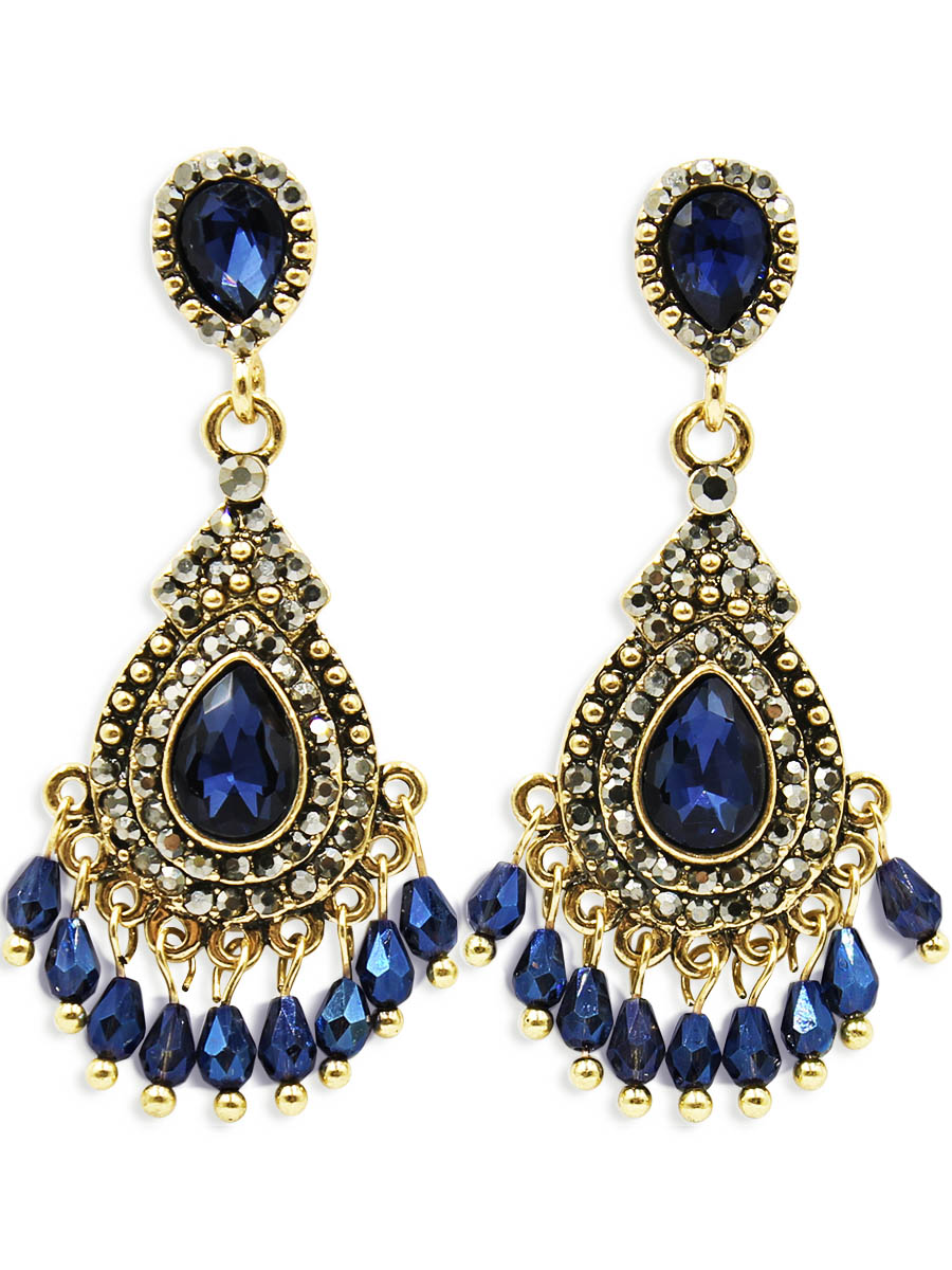 Серьги Taya, цвет: золотистый, темно синий. T-B-12455Серьги с подвескамиСерьги-гвоздики с заглушкой металл-пластик. В украшении заложены восточные мотивы - это яркие краски и элегантность. Богатое золото, сапфирового цвета кристалла, мелкие подрагивающие подвески - все это привлекает своей таинственностью, загадочностью и необыкновенным шармом.