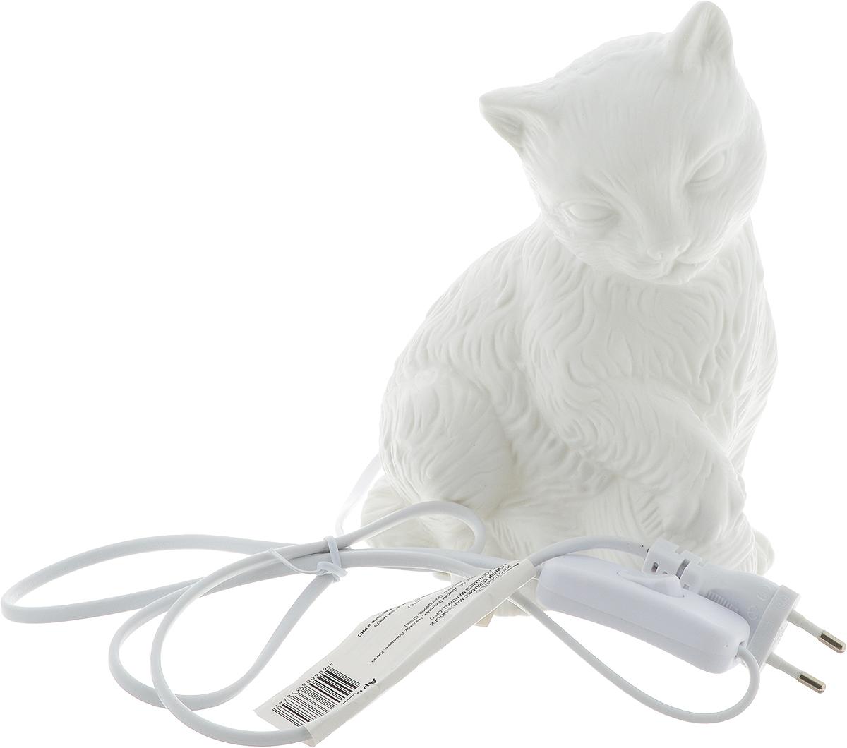 Лампа настольная Феникс-Презент Кошка с клубочком, цвет: белый, 15 х 11 х 19,5 см лампа настольная феникс презент белка цвет белый 17 х 12 х 19 см