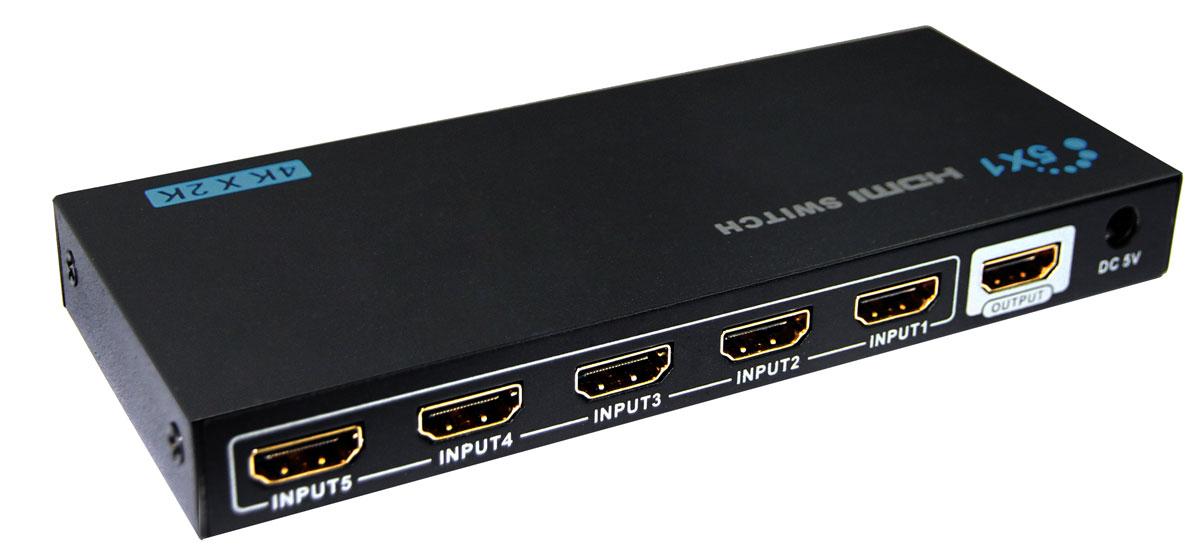 Greenconnect GL-501E переключатель HDMIGL-501EПереключатель HDMI предназначен для подключения нескольких источников цифрового HDMI сигнала к HD-телевизору, проектору или монитору. С помощью переключателя входного сигнала осуществляется одновременное подключение всех источников и последующее переключение между ними.Теперь компьютер, ноутбук, Blu-ray проигрыватель, игровая приставка или домашний кинотеатр, могут быть всегда подключены к телевизору, вне зависимости от того, что используется в данный момент, а значит нет необходимости постоянного переключения кабелей. Что в свою очередь увеличивает срок жизни техники, ведь разъемы не изнашиваются и не выходят из-за этого из строя.Greenconnect GL-501E поддерживает передачу изображения в качестве до UltraHD 4Kx2K включительно, поэтому изображение на экране телевизора будет качественным, четким и насыщенным. Коммутатор совместим с форматом HDMI v1.4 с передачей 3D изображения, что позволяет получать удовольствие от просмотра любимых фильмов в полном объеме.