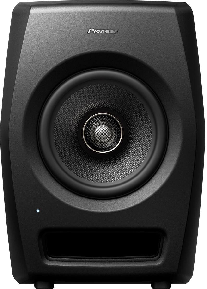 Pioneer RM-07 активная акустическая система для студии404607Pioneer RM-07 — референсная мониторная акустика для профессиональных студий. Сконструирована с использованием технологий профессионального звука и имеет нейтральное неокрашенное звучание при высоком звуковом давлении SPL и ясной читаемости во всем частотном диапазоне. Мониторы подойдут для работы в ближнем поле над задачами, требующими высокого разрешения.Ставка сделана на инновации в дизайне, коаксиальную конструкцию динамика и, как следствие, улучшенные акустические характеристики. Высокочастотный резонатор располагается по центру громкоговорителя, благодаря чему звук исходит из одной точки. Динамики из арамидового волокна уменьшают воздушные колебания, а полуторадюймовый высокочастотный резонатор предназначен для воссоздания экстремально высоких частот.ВЧ-излучатель разработан с использованием уникальных технологий Pioneer. Форма и материал обеспечивают ровную характеристику в ВЧ-диапазоне вплоть до 50 кГц. Низкочастотные драйверы обеспечивают высокое давление в басовом диапазоне.