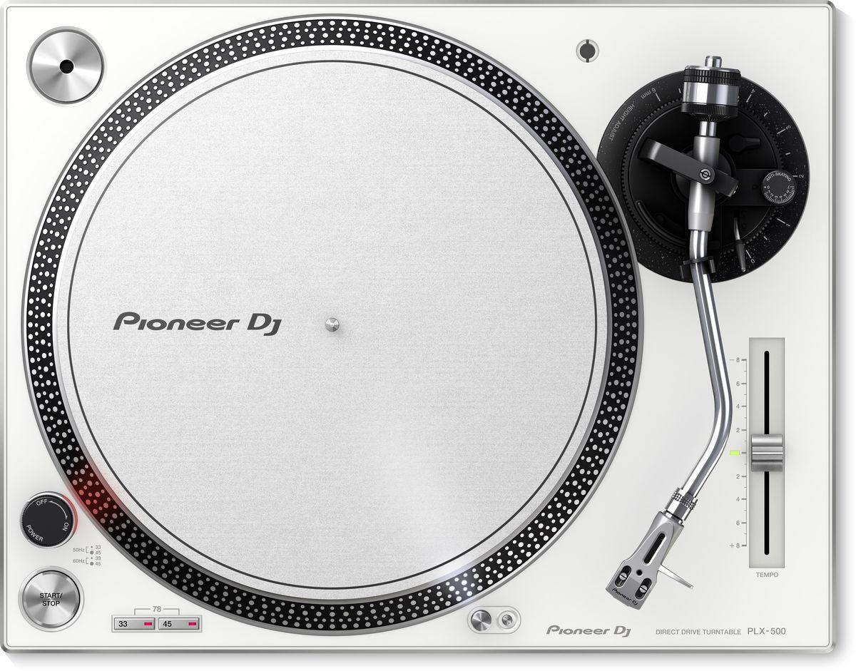 Pioneer PLX-500-W проигрыватель виниловых дисков404602Базируясь на многолетнем опыте Pioneer, PLX-500 унаследовал от профессиональной модели PLX-1000 расположение компонентов и органов управления, а так же теплое и чистое аналоговое звучание. Мотор с высоким крутящим моментом идеален для скретча. Проигрыватель поставляется в полном комплекте, включая картридж, иглу и слипмат.С помощью USB выхода можно делать высококачественные цифровые копии вашей коллекции винила в бесплатное программное приложение rekordbox. В комбинации с совместимым микшером DJM и диском таймкода RB-VS1-K Control Vinyl можно использовать PLX-500 и пакет rekordbox dvs Plus Pack для воспроизведения и цифровых файлов и скретча.Pioneer PLX-500 идеально подходит как для микширования, так и для игры в стиле скретч. Его так же можно использовать совместно с пакетом rekordbox dvs Plus Pack для проигрывания цифровых файлов.Встроенный USB выход позволяет производить оцифровку виниловых пластинок в WAV файлы высокого разрешения путем простого подсоединения PLX-500 к ПК или Mac.Поскольку в крышку проигрывателя встроена подставка для конвертов, можно слушать пластинку и любоваться дизайном издания.Двигатель: 3-фазный / двигатель постоянного тока бесщеточныйЭлектронный тормозУгол погрешности трэкинга: 3°Диапазон регулировки высоты: 6 ммВес картриджа: 9,5 г