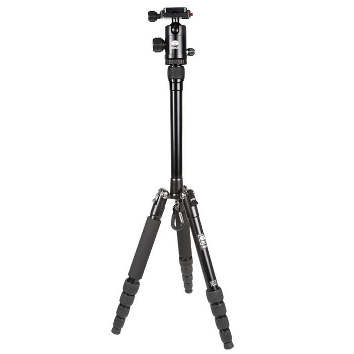 Sirui T-005KX+C-10KS, Black штативT-005KX+C-10KSВпечатляющий штатив Sirui T-005KX+C-10KS был специально разработан для нужд сегодняшнего дня! Для съемки с помощью цифровых камер, цифровых зеркальных камер и компактных видеокамер.Штатив Sirui T-005KX - это блестящий, яркий внешний вид, что делает его похожим на произведение искусства! Его компактные размеры в сложенном состоянии на 30% меньше, чем другие подобные штативы. Для него всегда найдется место в вашей сумке или рюкзаке! Штатив идеален для большинства съемочных ситуаций, его высота более чем 130 см (51,4 дюйма) при весе 900 граммов.Так же как и профессиональная линия штативов Sirui, здесь нет компромиссов в области качества. Все детали из алюминиевого сплава формуются при высокой температуре для максимальной прочности, а специальная процедура анодирования поверхности Sirui обеспечивает превосходную защиту от износа и коррозии.Штативная головка C-10KS является высококачественной шаровой головкой, которая идеально дополняет штатив. Шаровая головка имеет цветную анодированного поверхность, соответствующую цвету штатива, обеспечивая при этом превосходную устойчивость к царапинам и коррозии.