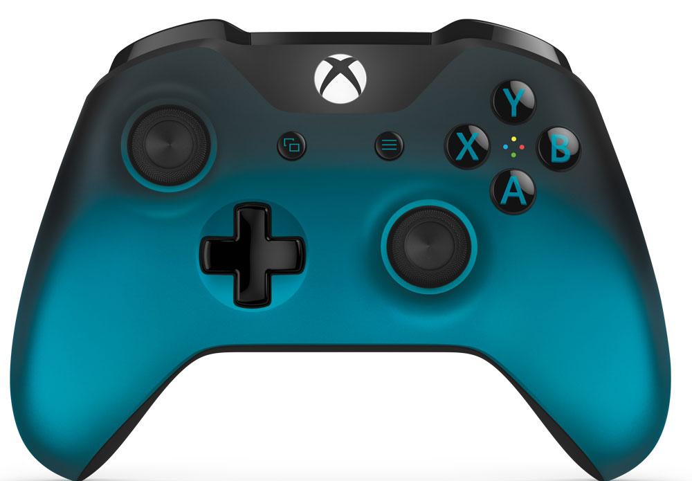 Xbox One Ocean Shadow беспроводной геймпадWL3-00040Беспроводной геймпад Xbox Ocean Shadow особой серии цвета голубой металлик обеспечивает беспрецедентный уровень комфорта и удобства. Он отличается изящной, оптимизированной конструкцией и текстурной поверхностью.Импульсные триггеры обеспечивают вибрационную обратную связь, так что вы почувствуете малейшую тряску и столкновения с высочайшей точностью. Отзывчивые мини-джойстики и усовершенствованная крестовина повышают точность. А к 3,5 - мм стереогнезду можно напрямую подключить любую совместимую гарнитуру.Почувствуйте игру благодаря импульсным триггерам. Вибрационные электродвигатели в триггерах обеспечивают прецизионную обратную связь, передавая отдачу оружия, столкновения и тряску для достижения невиданного реализма в играх!Теперь геймпад оснащен 3,5-мм стереогнездом, к которому можно напрямую подключить любимую игровую гарнитуру.Поддерживается беспроводное обновление прошивки, благодаря чему для обновления не требуется подключать геймпад с помощью кабеля USB.ТочностьКрестовина отлично реагирует как на касания, так и на нажатия навигационных кнопокМини-джойстики удобнее в использовании и точнее работаютТриггеры и бамперы ускоряют доступ к командамКомфортРазмер и контуры геймпада комфортны для рук любого игрокаБатареи скрыты в корпусе, благодаря чему геймпад удобнее лежит в рукеДругие особенностиКомплект поставки: беспроводной геймпад и 2 батареи типоразмера AAРадиус действия до 6 мК консоли можно одновременно подключить до 8 беспроводных геймпадовКнопки Меню и Просмотр облегчают навигациюПростая привязка профилей к геймпадуК новому встроенному стереогнезду для гарнитуры можно подключить дополнительные устройства, например гарнитуру для чатаГеймпад совместим с зарядным устройством для геймпада Xbox One, гарнитурой для чата Xbox One и стереогарнитурой Xbox One.