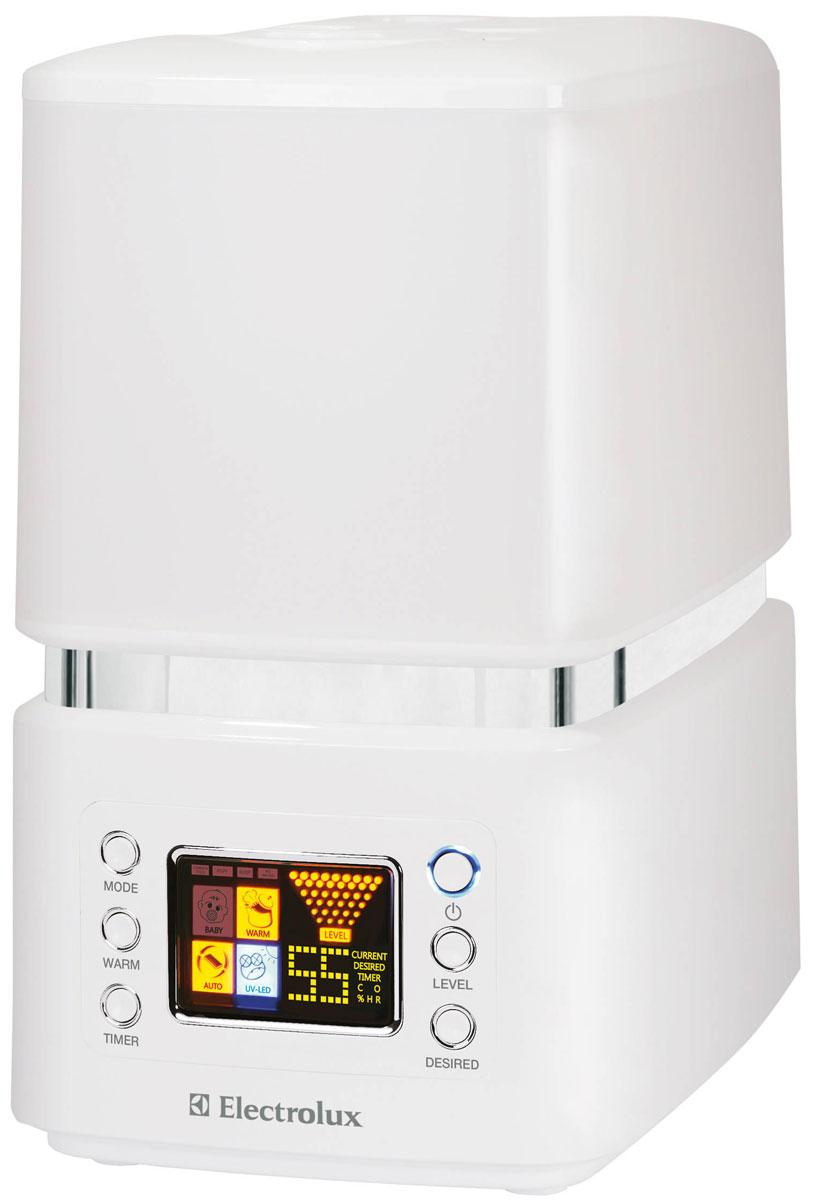 Electrolux EHU-3510D, White ультразвуковой увлажнитель воздухаНС-0070661Electrolux EHU-3510D представляет собой современный ультразвуковой увлажнитель воздуха с интеллектуальным управлением, эффективной системой фильтрации и высокой производительностью работы по созданию чистого и максимально комфортного микроклимата в помещении.Принцип действия ультразвукового увлажнителя основан на том, что вода из специального резервуара попадает на вибрирующую с высокой частотой мембрану, расщепляется на мельчайшие брызги, образует своеобразный пар, проходя через который, сухой воздух увлажняется и в результате работы специальной системы подачи воздуха поступает в помещение.Увлажнитель воздуха работает в двух различных режимах увлажнения — холодный и теплый пар. В последнем случае, вода перед подачей на ультразвуковую мембрану нагревается до 80°С и на выходе из увлажнителя образуется теплый пар, при этом процессе погибает большинство известных людям бактерий и вредоносных микроорганизмов. При данном режиме, процесс парообразования в увлажнителе происходит более интенсивно, поэтому этот способ увлажнения наиболее эффективен, а выходящий пар становится более чистым.Ультразвуковой увлажнитель Electrolux имеет электронное, программное управление и дисплей, которые делают работу прибора понятной и удобной. Функция автоматического увлажнения позволяет прибору заботиться о вас самостоятельно. Датчики влажности и температуры, управляемые электронной системой, подберут и установят оптимальный уровень влажности в помещении в зависимости от текущей температуры, а также своевременно отреагируют на изменения влажности или температуры. Индикация текущего и заданного уровней влажности, а также интенсивности пара отображается на LED-дисплее, облегчая управление прибором.Кроме того, для удобства пользователя увлажнитель имеет функцию ночной режим и таймер автоотключения. Ночью во время сна человеку требуется немного больший уровень влажности, чем днем. При включении функции ночного режима, увлаж