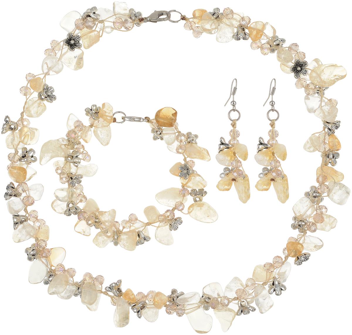 Комплект бижутерии Art-Silver: ожерелье, браслет, серьги, цвет: желтый. СМЦ36-8-956Колье (короткие одноярусные бусы)Великолепный комплект бижутерии Art-Silver состоит из оригинального ожерелья, сережек и браслета. Изделия выполнены из бижутерного сплава, цитрина и кристаллов. Серьги дополнены удобным замком-петлей, что обеспечивает надежное удержание серьги. Ожерелье застегивается на застежку-карабин. Браслет так же застегивается на застежку-карабин.