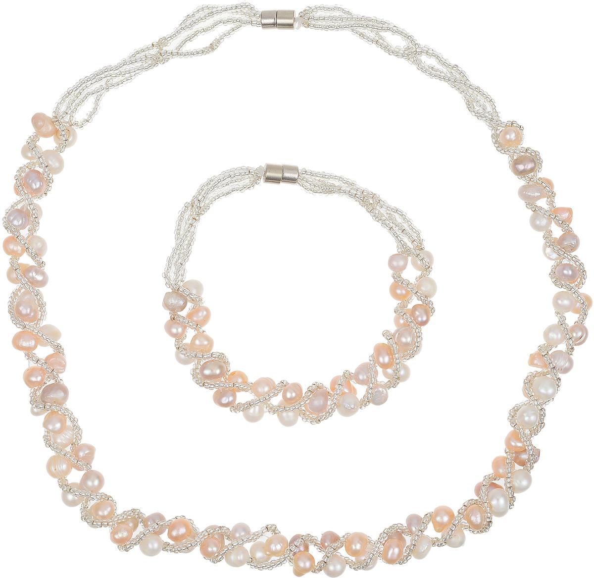 Комплект бижутерии Art-Silver: ожерелье, браслет, цвет: персиковый. N064-1-605Бусы-ошейникВеликолепный комплект бижутерии Art-Silver состоит из оригинального ожерелья и браслета. Изделия выполнены из бижутерного сплава, жемчуга и бисера. Ожерелье оформлено бусинами, застегивается на магнитный замок. Браслет так же оформлен бусинами и застегивается на магнитный замок.