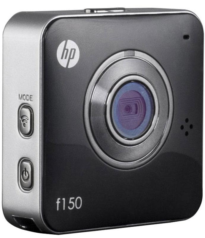 HP f150, Black экшн-камера2671001115HP f150 - компактная и простая в использовании камера от компании Hewlett-Packard. Одно из основных преимуществ – удобный, миниатюрный корпус, позволяющий использовать камеру практически в любых обстоятельствах.Это простое на вид устройство, сочетает в себе широкий набор возможностей и отличное качество съемки. Настроив трансляцию с камеры на компьютер или смартфон, вы сможете не пропустить самые важные моменты, и держать события под контролем. Поддержка карт памяти до 64 ГБ, позволяет записывать продолжительные видео фрагменты. Режим видеоняня, станет отличным источником для домашнего видеоархива. Экшн-камеру можно использовать как видеорегистратор. Широкий набор креплений, идущих в комплекте к камере, позволяет закреплять ее в различных положениях. Емкость аккумулятора: 700 мАч