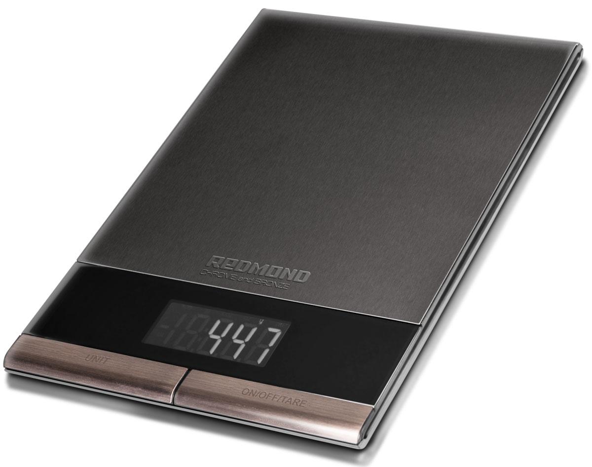 Redmond RS-CBM747 кухонные весыRS-CBM747Кухонные весы Redmond RS-CBM747 – новая мультифункциональная модель c платформой из нержавеющей стали в роскошном люксовом дизайне из эксклюзивной серии CHROME and BRONZE. Помимо широких возможностей это высокотехнологичное устройство отличает премиальное сочетание классического чёрного и естественного бронзового цветов. Этот элегантный кухонный аксессуар позволит рационально питаться, отслеживая вес ингредиентов и непременно подчеркнёт индивидуальный стиль помещения, гармонично вписавшись в дорогой интерьер.Кухонные весы RS-СВM747 способны взвесить продукт массой от 1 грамма до 5 килограммов с точностью до одного грамма. Для этого в приборе предусмотрены четыре очень чувствительных датчика. Радует и богатый набор функций: вычет веса тары, автоматическое отключение, выбор единицы измерения.Redmond RS-CBM747имеют удобный и чёткий дисплей с подсветкой и устойчивые ножки. Вы сразу оцените всю пользу от этих кухонных весов, которые помогут вести здоровый образ жизни и употреблять сбалансированную пищу!
