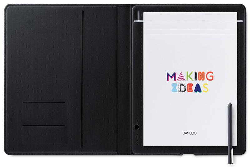 Bamboo Folio Large, Gray графический планшет (CDS-810G)4949268619998Работайте эффективнее с Bamboo Folio. Пишите как обычной ручкой на любой бумаге, а затем сохраняйте, редактируйте и публикуйте свои заметки и идеи в облаке.Пишите на любимой бумаге и мгновенно превращайте рукописные заметки и наброски в цифровую форму с помощью Bamboo Folio. Если у Вас с собой нет мобильного устройства, можно сохранить до 100 страниц и синхронизировать их позднее, восстановив подключение.Приложение Wacom Inkspace и ваше устройство iOS или Android, поддерживающее Bluetooth, позволяют упорядочивать, редактировать и публиковать заметки и наброски. Кроме того, можно сочетать страницы заметок, добавлять штрихи, цвета и выделение к существующим заметкам, используя редактируемое цифровое рисование.Bamboo Folio — это темно-серый фолиант с чехлом для защиты и организации пространства. Он выпускается в формате A4 и изготавливается из высококачественных тканей из ПУ и нейлона. Почувствуйте естественный комфорт, которым отличается ручка благодаря мягкой поверхности и эргономичному треугольному профилю.Открывайте свои заметки, наброски и идеи со всех устройств в любой момент, используя облачную службу Inkspace, или экспортируйте файлы прямо в другие облачные службы на свой выбор, такие как Dropbox, Evernote и OneNote. Приложение Wacom Inkspace также поддерживает экспорт работы в виде файлов форматов JPG, PNG, PDF и WILL.Bamboo Paper, приложение, превращающее мобильное устройство в бумажный блокнот, идеально дополняет приложение Wacom Inkspace. Bamboo Paper позволяет легко продолжать редактирование и уточнение записанных мыслей и идей. Это приложение включает различные цветовые палитры, инструменты и возможности добавлять и аннотировать изображения. Чтобы было удобно публиковать и синхронизировать содержимое, в Bamboo Paper интегрирована облачная служба Inkspace.Поддержка Bluetooth