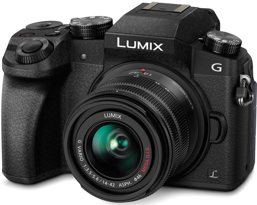 Panasonic Lumix DMC-G7 Kit 14-42mm, Black цифровая фотокамераDMC-G7KEE-KСохраняйте драгоценные моменты в захватывающем дух качестве на видеозаписях с разрешением 4К. И запечатлейте особые моменты на фотоснимках с функцией 4К Фото. Гибридная камера Panasonic Lumix DMC-G7 с разрешением 4К навсегда сохранит их совершенство.Не важно, смотрите ли вы фильмы или обрабатываете видео, формат 4К оставляет намного более глубокие впечатления от просмотра, чем когда-либо ранее. Фактическое разрешение 3840 х 2160 пикселей в четыре раза больше, чем в формате Full HD. благодаря чему достигается значительно больший уровень детализации. Даже если вы конвертируете видео, снятое в разрешении 4К в Full HD для просмотра на телевизоре, оно будут иметь более четкую и резкую картинку, чем если бы было снято в разрешении Full HD.Используя высокое разрешение 4К, Panasonic LUMIX G7 представляет новую функцию 4K Фото, которая позволит извлекать отдельные кадры из видеоряда (снятого на скорости 25 кадров в секунду), чтобы поймать те волшебные моменты, которые длятся лишь доли секунды. Благодаря этой функции можно быть уверенным в свободе выбора любого идеального для вас момента.Ловите даже самые быстрые события благодаря технологии автофокусировки DFD (глубина из расфокусировки) компании Panasonic. Камера оснащена этой передовой технологией, постоянно рассчитывающей расстояние между объектами в кадре и переводящей фокус объектива одним быстрым непрерывным движением. Эта новая технология увеличивает скорость автофокусировки до 0.07 секунды и скорость серийной съемки до 6 кадров в секунду в режиме AFC (непрерывный автофокус). Она также повышает стабильность непрерывною автофокуса во время съемки видео.Автофокусировка при низкой освещенности (Low Light AF) позволяет точно фокусироваться на предметах съемки даже при освещенности в -4EV (лунный свет без других источников света). Более того, камера оснащена новой технологией фокусировки Starlight AF, которая позволяет снимать звезды в ночном небе благ