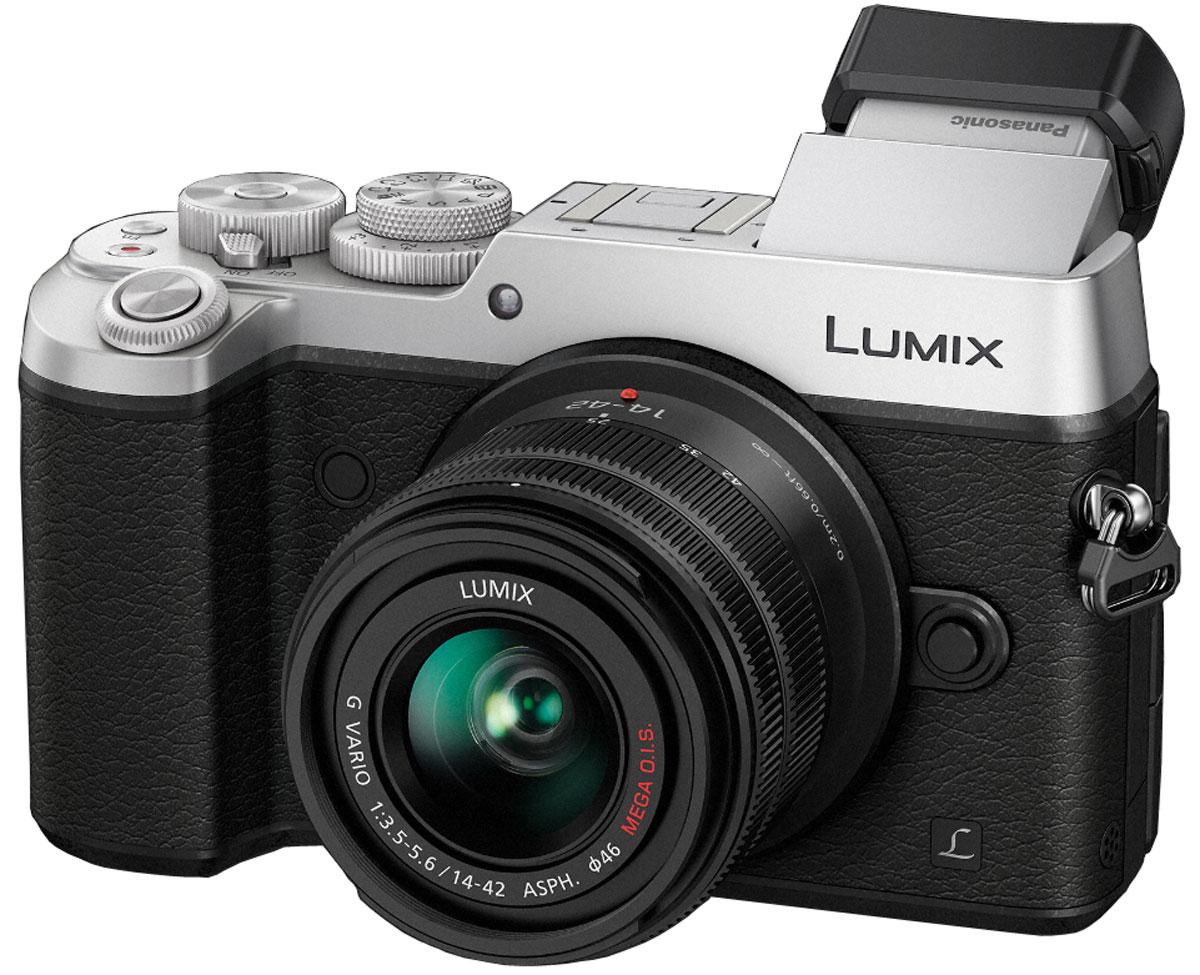 Panasonic Lumix DMC-GX8 Kit 14-42mm, Silver цифровая фотокамераDMC-GX8KEE-SКамера Panasonic Lumix DMC-GX8 оснащена 20,3-мегапиксельным сенсором, двойным стабилизатором изображения, функцией записи 4К видео и фото, что позволяет снимать объекты в наилучшем качестве. Тщательно разработанную конструкцию камеры оценят даже профессиональные фотографы.Модель оснащена двойным стабилизатором изображения Dual I.S. для еще более эффективной коррекции дрожания рук. Одновременная работа стабилизатора корпуса и объектива обеспечивает оптимальный эффект. Благодаря расширенному углу коррекции (до 3.5х) можно получать четкие снимки при съемке с рук даже в условиях низкой освещенности.Фотокамера оснащена новым 20.3-мегапиксельным сенсором Digital Live MOS, который обеспечивает наилучшее качество изображения в истории цифровых камер линейки LUMIX G. Благодаря сенсору достигается высокоскоростная серийная съемка, высокочувствительная запись вплоть до ISO 25 600 и более широкий динамический диапазон. Сочетание сенсора Digital Live MOS и процессора Venus Engine обеспечивает четкую передачу цветов с минимальным шумом даже в условиях низкой освещенности, а также потрясающее качество изображения.Процессор Venus Engine с технологией подавления шумов Multi Prosess Noise Reduction, трехмерной регулировкой цветности и щелевым фильтром для максимально точного воспроизведения цвета и достижения высокой четкости и естественности изображения. Сочетание высокочувствительною сенсора High Sensitivity MOS и процессора Venus Engine обеспечивает потрясающее качество изображения. Процессор Venus Engine также отлично справляется с компенсацией дифракции, что позволяет делать четкие снимки даже при малых значениях диафрагмы.Камера позволяет снимать изображения в формате RAW и обрабатывать их, корректируя следующие настройки: цветовое пространство (sRGB/AdobeRGB), баланс белого, компенсацию экспозиции, стиль фотографии, интеллектуальное управление динамическим диапазоном, контрастность, свет/тень, насыщенно