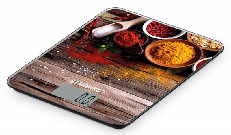 Starwind SSK3358, Brown Yellow Red весы кухонныеSSK3358Кухонные электронные весы Starwind SSK3358 - незаменимый помощник современной хозяйки. Они помогут точно взвесить любые продукты и ингредиенты. Кроме того, позволят людям, соблюдающим диету, контролировать количество съедаемой пищи и размеры порций. Предназначены для взвешивания продуктов с точностью измерения 1 грамм.