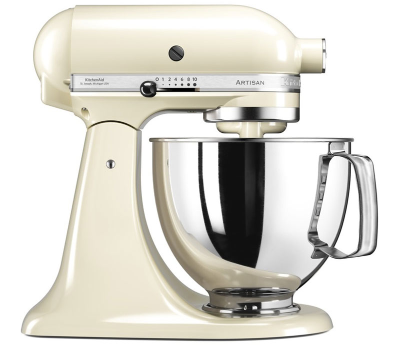 KitchenAid Artisan, Cream миксер (5KSM125EAC)5KSM125EACМиксер KitchenAid Artisan предназначен для смешивания, взбивания, замешивания теста для приготовления изумительных кексов и великолепного хлеба. При этом его надежные насадки позволяют делать на кухне все: резать, измельчать, готовить свежую пасту, выжимать фруктовые соки и перемалывать мясо.Прибор выполнен из цельного металла с эмалевым покрытием, которое рассчитано на долгий срок службы. Он предназначен для интенсивной эксплуатации, поскольку изначально разрабатывался для профессиональных предприятий питания.Уникальный метод планетарного смешивания, запатентованный еще в 1919 году – венчик совершает обороты в одну сторону, а привод в это время движется по кругу в другую сторону, тщательно смешивая ингредиенты и не оставляя неохваченных участков ни в одной части чаши.Мощность миксера составляет 300 Ватт, она позволяет десятискоростному электродвигателю с прямым приводом стабильно работать во всех режимах, от легкого перемешивания до высокоскоростного взбивания. Аппарат работает тихо, надежно и эффективно.В передней части привода миксера имеется еще одно гнездо для подсоединения дополнительных насадок. Они позволяют выполнять все виды работ, которые должен выполнять кухонный комбайн. Он может рубить, тереть, и резать, может приготовить фарш из мяса или молоть муку из зерен, а еще, миксер может превратиться в машинку для приготовления пасты или колбас, в консервный нож или соковыжималку.