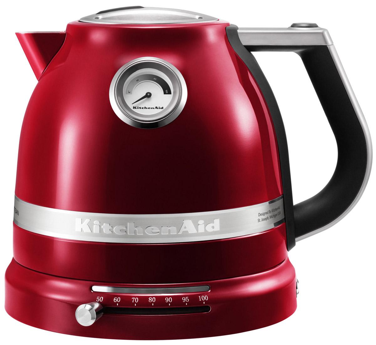 KitchenAid Artisan (5KEK1522ECA), Red Caramel электрочайник5KEK1522ECA Red CaramelЭлектрический чайник KitchenAid ARTISAN объемом 1,5 литра - это новое слово в бытовой технике. Великолепные формы, эргономичность и элегантность - лучший образец, который обязательно должен быть на любой кухне. Выпить чашку чая с KitchenAid ARTISAN - это доставить себе истинное наслаждение и удовольствие.Ценители чайного напитка прекрасно знают, что каждый вид чая требует своей температуры воды. Но добиться нужного нагрева с обычной моделью было невероятно сложно. Теперь все изменилось: с двустенным электрическим чайником KitchenAid ARTISAN объемом 1,5 литра вы можете:выбирать нужную температуру нагрева от 50 до 100 градусов;поддерживать воду горячей в течение всей чайной церемонии;видеть температуру воды даже тогда, когда чайник не стоит на своей платформе;не ждать любимого напитка дольше положенного - этот прибор нагревает воду моментально.