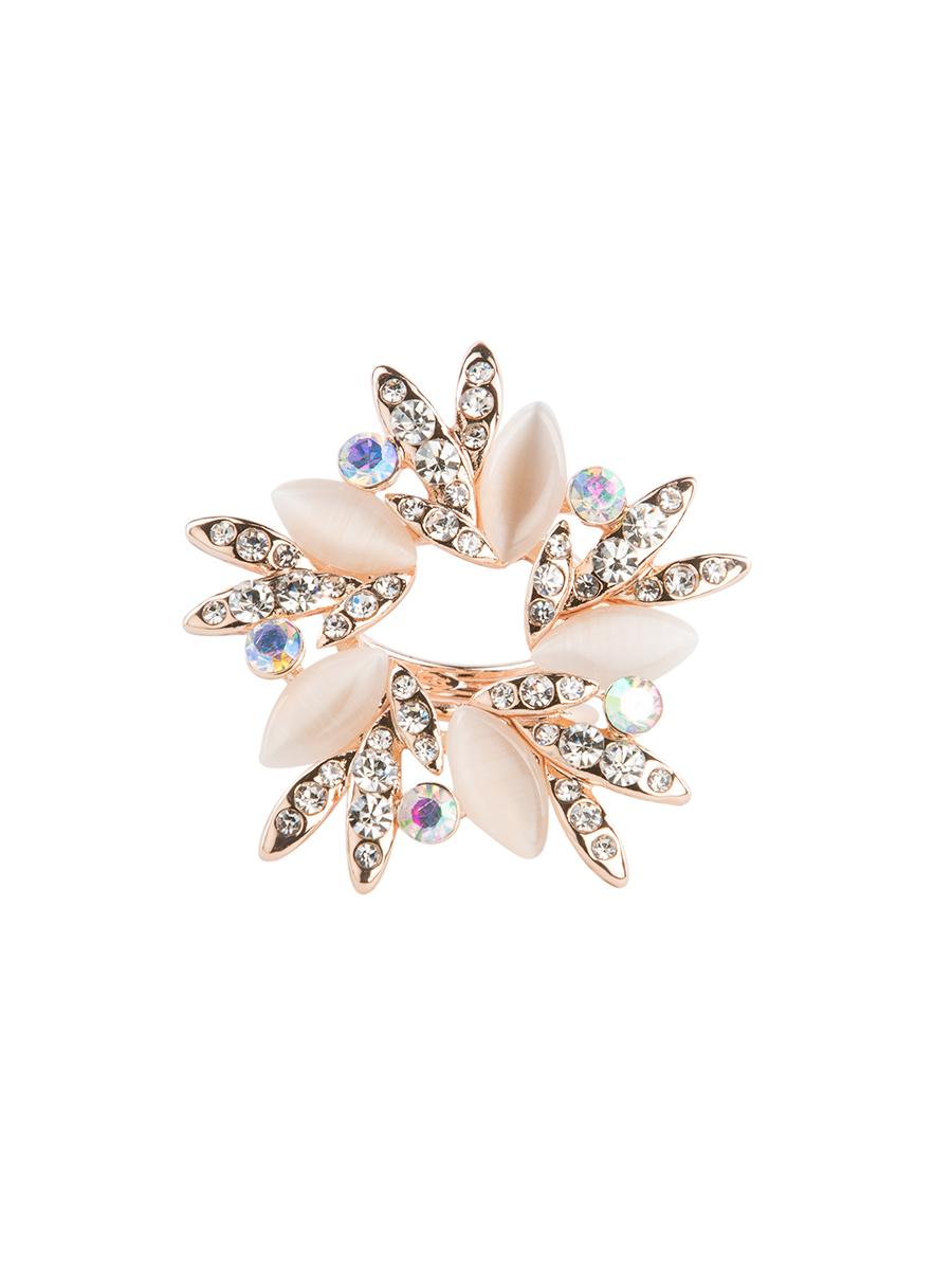 Кольцо для платка Charmante, цвет: золотой. ZK011Кольцо для платкаОригинальное кольцо для платка Charmante выполнено из металла. Кольцо декорировано блестящими стразами и жемчужными бусинами. Аксессуар с внутренней стороны дополнен кольцами-держателями.Стильное кольцо придаст вашему образу изюминку и подчеркнет индивидуальность.