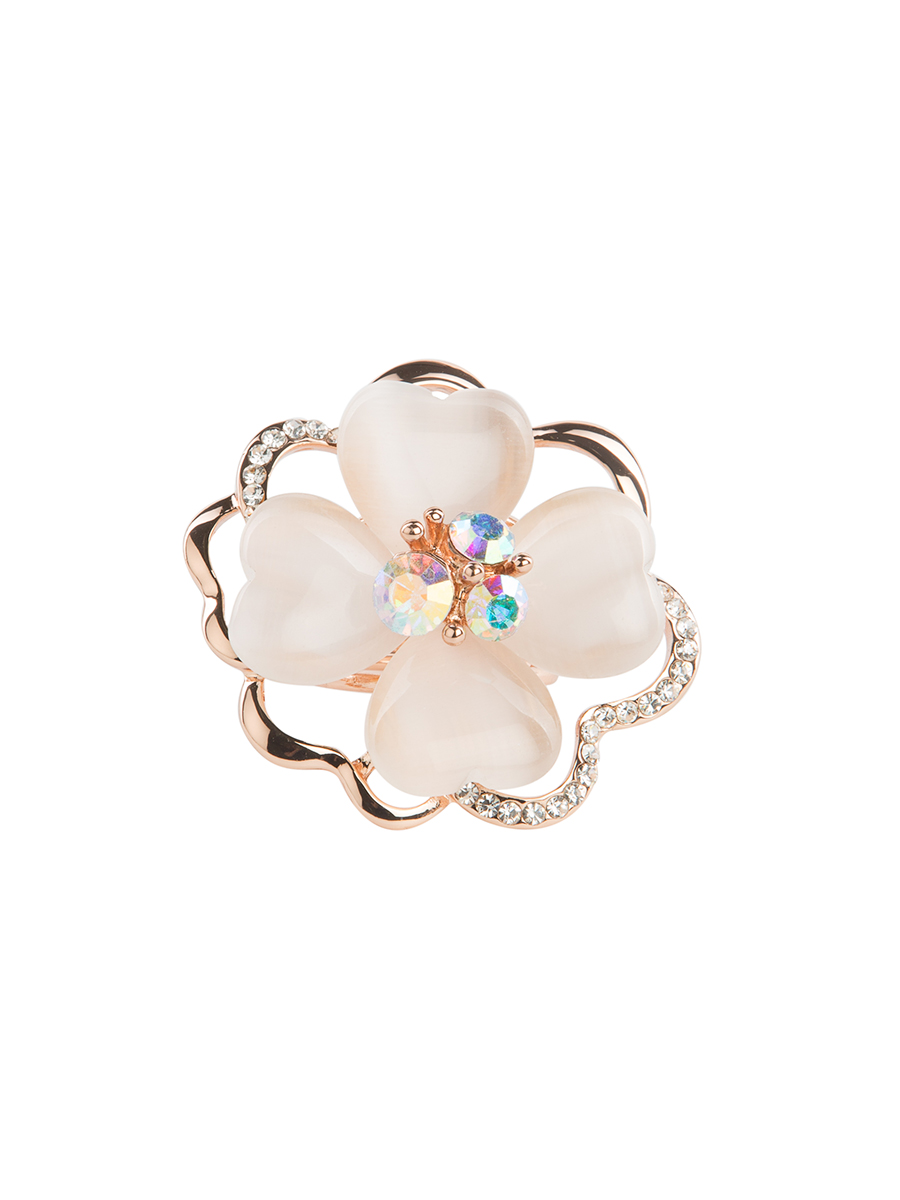 Кольцо для платка Charmante, цвет: золотой. ZK012Кольцо для платкаОригинальное кольцо для платка Charmante выполнено из металла в виде цветка. Кольцо декорировано блестящими стразами и жемчужными бусинами. Аксессуар с внутренней стороны дополнен кольцами-держателями.Стильное кольцо придаст вашему образу изюминку и подчеркнет индивидуальность.