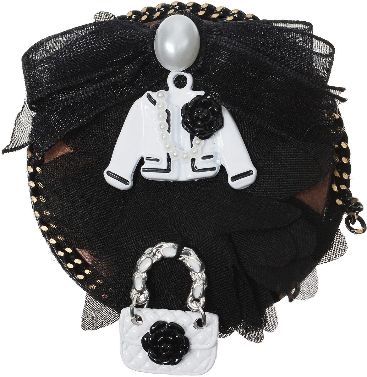 Брошь Taya, цвет: белый, черный. T-B-12558Брошь-булавкаБрошь-картина Taya в овальной рамке: черный полупрозрачный бант с жемчужиной, красивый пиджак с розой, модная сумка. Изготовлена модель из качественного бижутерного сплава Застегивается на металлическую застежку-булавку.