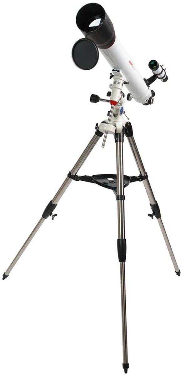 Veber 900/90 EQ8 PolarStar телескоп23062Телескоп Veber Polarstar 900/90 EQ8 — это солидный линзовый телескоп (рефрактор), который дает четкое, контрастное изображение. Просветленный ахроматический объектив с диаметром 90 мм, собирает света на 60% больше, чем 70 мм и позволяет наблюдать не только небесные, но и очень удаленные земные объекты. Картинка резкая, без окрашенности изображения по краю поля зрения. В этот телескоп вы сможете увидеть детали на дисках планет, кратеры Луны, многие туманности и звездные скопления (вплоть до 13 м звездной величины). Для земных наблюдений рекомендуется использовать окуляр PL20, с которым увеличение телескопа будет 45х при этом ближняя точка фокусировки составит 22,5 м.Обратите внимание, этот телескоп дает прямое (не перевернутое) изображение. Кроме того, наличие в окулярном блоке оборачивающей призмы (а не диагонального зеркала, как в аналогичных моделях других фирм), делает изображение не зеркальным (где левое и правое меняются местами), а таким, каким вы видите его невооруженным глазом. Для удобства наблюдения (из положения стоя или сидя), окулярную часть вместе с призмой можно поворачивать, 8 фиксированных положений. С помощью искателя (входит в комплект, увеличение 6х, крепится к телескопу) можно быстро навестись на цель наблюдения. Телескоп снабжен экваториальной монтировкой EQ8 без единой пластиковой детали с возможностью микрометрического наведения телескопа по обеим осям. Два слова о том, как ей пользоваться: одна из осей экваториальной монтировки устанавливается параллельно оси вращения Земли, благодаря этому суточное вращение неба может быть компенсировано вращением телескопа вокруг только одной оси монтировки, но в сторону, противоположную вращению Земли. Иными словами, вести звезду вы можете вращая только одну рукоятку наведения (более подробно см. инструкцию). Телескоп поставляется со стальным штативом с возможностью регулировки высоты. Распорки для ножек служат не только для повышения устойчивости, но и в качестве п