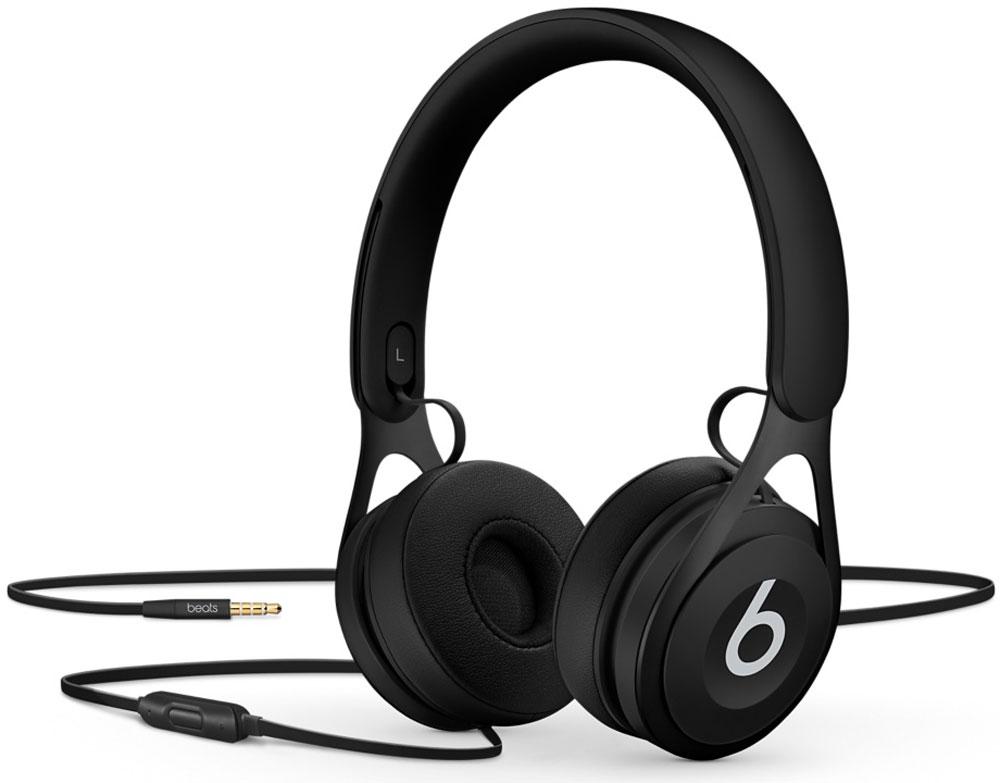 Beats EP, Black наушникиML992ZE/AНакладные наушники Beats EP обеспечивают великолепно сбалансированный звук. Время воспроизведения не ограничено аккумуляторами, а тонкая прочная конструкция усилена лёгкой нержавеющей сталью. Beats EP — это идеальное знакомство с Beats для всех, кто любит музыку и ищет богатое динамичное звучание.Накладные наушники Beats EP обеспечивают великолепно сбалансированный звук — такой, каким он был задуман. Акустическая система точно настроена для чистого, сбалансированного звучания в широком диапазоне. Наушники Beats EP прочные, лёгкие и удобные. Тонкая прочная конструкция усилена лёгкой нержавеющей сталью и вертикальными слайдерами, положение которых можно настроить для удобной посадки. Созданы для повседневного использования.Beats EP созданы, чтобы сопровождать вас повсюду. Никаких аккумуляторов — время воспроизведения не ограничено, а фиксированный кабель с защитой от запутывания позволяет сосредоточить всё внимание на музыке. Надевайте — и вперёд.