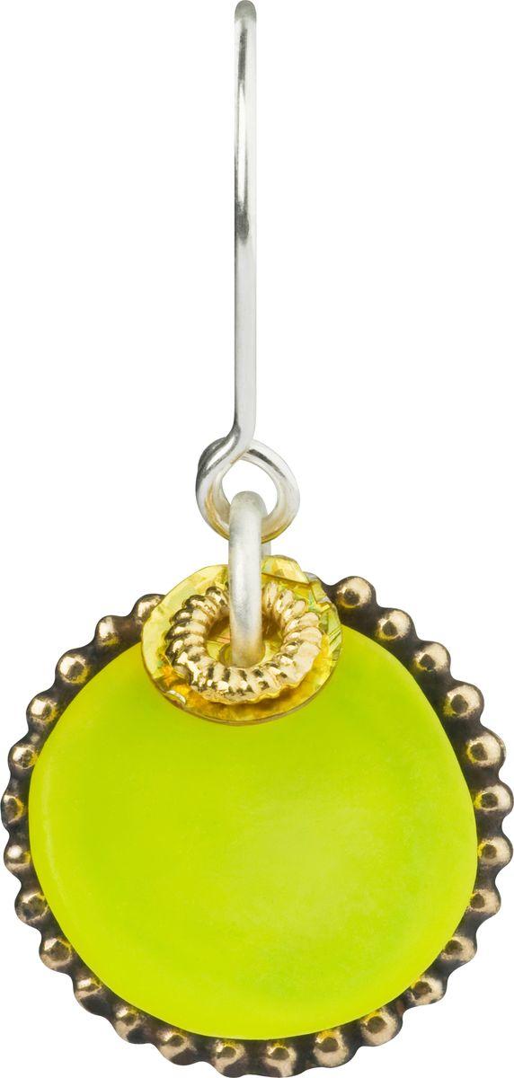 Серьги Lalo Treasures, цвет: светло-зеленый, золотой. E3502/5Серьги-кольцаОригинальные серьги Lalo Treasures изготовлены из металлического сплава, дополнены декоративными элементами из ювелирной смолы.Изделие застегивается на замок-пряжка, который надежно зафиксирует серьги.Стильные серьги не оставят равнодушной ни одну любительницу изысканных украшений и помогут создать собственный неповторимый образ.