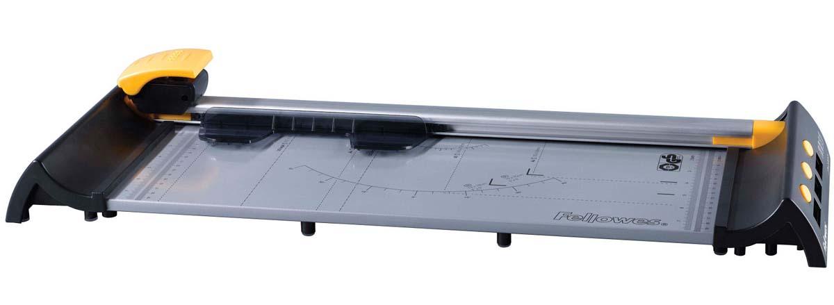 Fellowes Proton A3 резак дисковыйFS-54103Резак дисковый SafeCut™ Proton A3 идеален для работы с небольшим количеством материалов. Длина реза 455мм, стопа 1мм (10 листов 80г/м2). Инновационная система сменных/заменяемых картриджей - SafeCut™ Картридж. Помещенное в пластиковый картридж лезвие гарантирует полную безопасность для пользователя. Картридж освобождает лезвие только в момент резки. Основание со специальными слотами для хранения запасных или сменных картриджей. Комплектуется 1 ножом для прямой резки. Специальный механизм фиксирует режущий картридж на конечной позиции, что облегчает процесс транспортировки. .