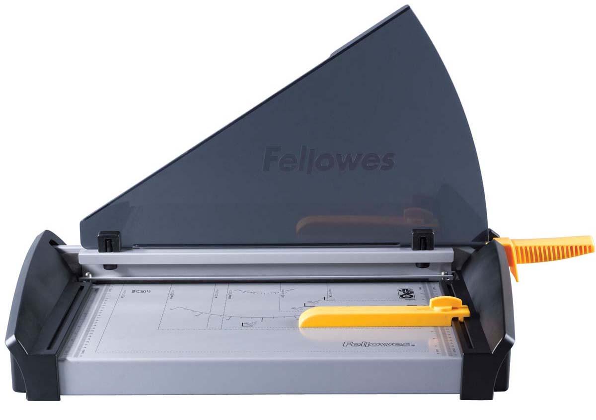 Fellowes Plasma A3 резак сабельныйFS-54111Резак сабельный SafeCut™ Fusion A4 идеален для частого использования дома или в малом офисе. Длина реза 320мм, стопа 1мм (10 листов 80гр/м2). Запатентованный SafeCut™ защитный экран предотвращает вероятность прикосновения пользователя к ножу резака во время работы. Защитный экран уже установлен, перед использованием его необходимо развернуть, что снимает проблему его неправильной установки. Без развернутого защитного экрана, резак не работает. Качественные лезвия из нержавеющей стали. Прочное металлическое основание на нескользящих ножках. .
