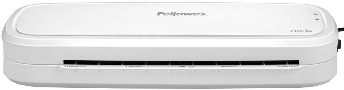 Fellowes L125-A4 ламинаторFS-57372Новый компактный ламинатор начального уровня Fellowes L125-A4 предназначен для использования в условиях домашнего офиса.Ламинатор выгодно отличается возможностью ламинирования не только стандартной пленкой 80 мкм, но более плотной пленкой 125 мкм. L125-A4 простой и понятный в работе даже для детей, в нем всего лишь одна кнопка - включения. Ламинатор имеет универсальный температурный режим, который прекрасно подойдет для большинства повседневных задач. Зеленый световой сигнал подскажет о готовности к началу работы уже через 4 минуты после включения.Рычаг для освобождения некорректно поданного документа позволит избегать образования заторов.Благодаря компактным размерам и плоскому корпусу вы сможете разместить его в любом удобном месте на рабочем столе. Ламинатор Fellowes L125-A4 надежно защитит ваши фотографии, детские рисунки, открытки, грамоты и другие документы от влаги и загрязнения и навсегда сохранит для них привлекательный внешний вид.