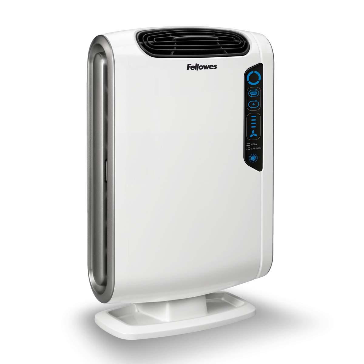 Fellowes Aeramax DX55 воздухоочистительFS-93935Воздухоочиститель Fellowes AeraMax DX55 предназначен для эффективной очистки воздуха в помещении площадью до 18 м2Воздух проходит 4 степени очистки, что позволяет значительно улучшить качество воздуха внутри помещений, удалив 99.97% загрязняющих частиц.Угольный фильтр удаляет запахи, химические загрязнения и крупные частицы, переносимые по воздуху.True HEPA фильтр задерживает 99.97% частиц размером от 0.3 микрон, включая споры плесени, пыльцу растений, пылевых клещей, большинство бактерий, аллергенов и сигаретный дым.Антибактериальная обработка AeraSafe™– встроенная защита от роста бактерий, вызывающих неприятный запах, плесени и грибков на фильтре True HEPA.Технология PlasmaTRUE™ безопасно удаляет содержащиеся в воздухе загрязняющие вещества, мгновенно нейтрализуя вирусы и микробы.Воздухоочиститель прост в работе и обладает удобным пользовательским интерфейсом. В режиме работы АВТО, датчики оценивают изменения качества воздуха в помещении, на основании чего устанавливается соответствующий режим очистки.