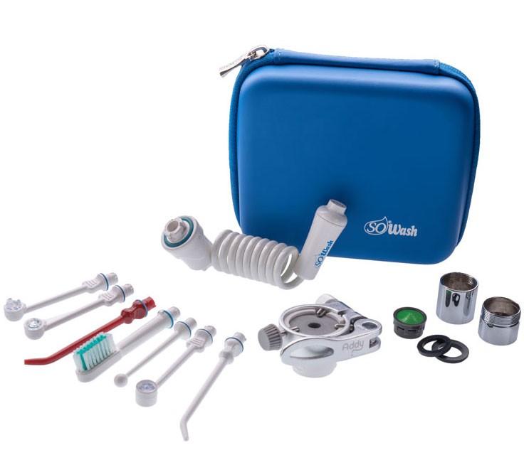 Ирригатор SoWash Delux4Ирригатор SoWash Семья DELUXE включает в себя все необходимые насадки, фильтры и переходники.Самый полный набор.Компакнтый бокс премиум всегда удобно вязать с собой в дорогу.Набор включает в себя:- 1 систему Sowash;- 1 насадку для глубокого очищения;- 1 породонталогическую насадку с тройной водяной струей (турбопоток);- 1 насадку для чистки имплантов;- 1 насадку зубная щетка с одной струей;- 1 насадку для очищения с ультра сильной струей;- 1 насадку Vortice Active tip;- 1 насадку Vortice Spacer tip;- 1 металический переходник с наружной резьбой;- 1 металический переходник с внешней резьбой;- 1 фильтр для переходника;- 1 уплотнительное кольцо;- 1 резиновую прокладку;- 1 фирменный бокс для транспортировки ирригатора Sowash;- 1 инструкциюВсе насадки\акссесуары Sowash подходят для любого из наборов ирригаторов Sowash