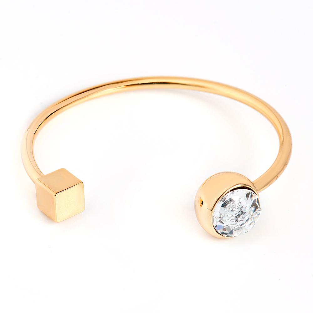 Браслет Selena, цвет: золотистый. 40061390Глидерный браслетИзящный браслет Selena изготовлен из латуни с кристаллом Preciosa. Гальваническое покрытие: золото.Стильный браслет поможет дополнить любой образ и привнести в него завершающий яркий штрих.