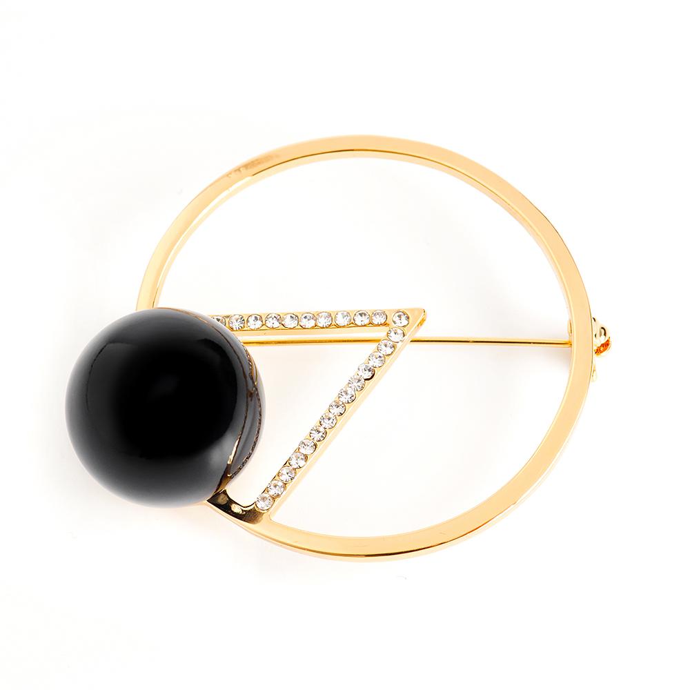 Брошь Selena, цвет: золотистый, черный. 30027990Ажурная брошьЭлегантная брошь Selena изготовлена из латуни с искусственным жемчугом и кристаллами Preciosa. Гальваническое покрытие: золото.Стильная брошь поможет дополнить любой образ и привнести в него завершающий яркий штрих.