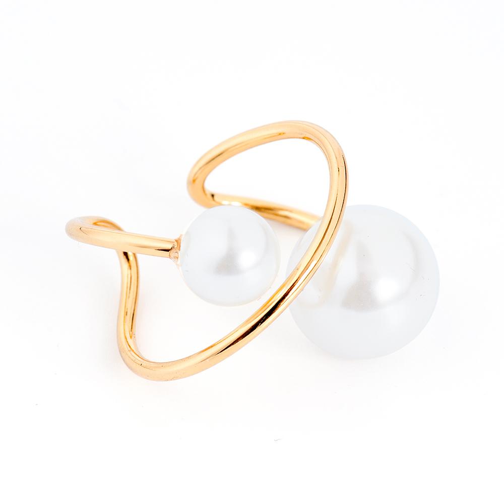 Кольцо Selena, цвет: белый, золотистый. 60026130Коктейльное кольцоОригинальное кольцо Selena выполнено из латуни с гальваническим покрытием золотом. Кольцо декорировано искусственным жемчугом.Элегантное кольцо Selena превосходно дополнит ваш образ и подчеркнет отменное чувство стиля своей обладательницы.Размер кольца регулируется.