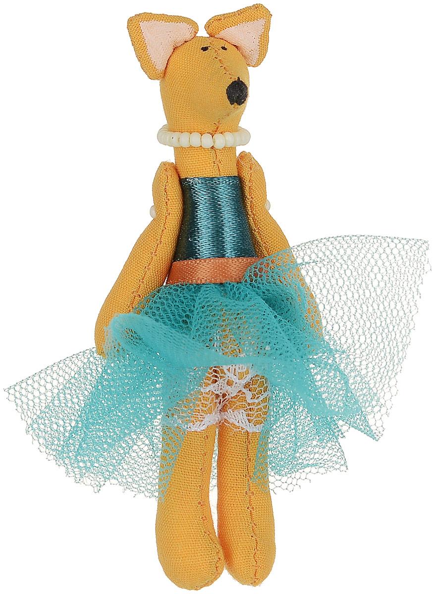 Брошь Лисичка-принцесса в бирюзовой юбке, 7,5 х 3 см. Ручная работа. Автор Леся КелбаБрошь-булавкаОригинальная брошь Лисичка-принцесса в бирюзовой юбке изготовлена из качественного текстиля. Брошь выполнена в виде фигурки забавной лисички в пышной юбочке и с бусами на шее. Товары KELBA создается вручную и с хорошим настроением, чтобы вам принести позитив и удовольствие.Тип крепления - булавка с застежкой. Брошь можно носить на одежде, шляпе, рюкзаке или сумке. Ручная работа. Автор Леся Келба.Просим обратить ваше внимание на то, что работа, выполненная на заказ, может незначительно отличаться от представленной на фото, так как это авторская работа.