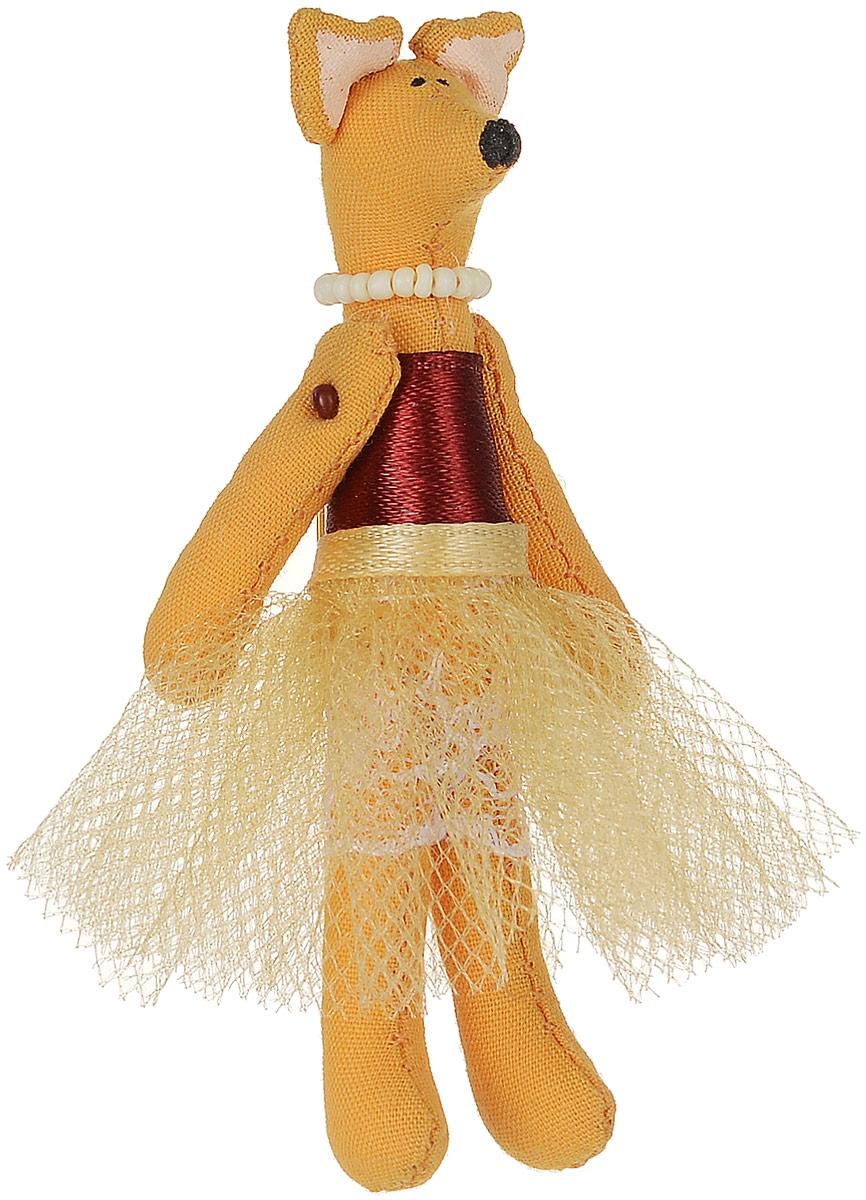 Брошь Лисичка-принцесса в золотой юбке, 7,5 х 3 см. Ручная работа. Автор Леся КелбаБрошь-булавкаОригинальная брошь Лисичка-принцесса в золотой юбке изготовлена из качественного текстиля. Брошь выполнена в виде фигурки забавной лисички в пышной юбочке и с бусами на шее. Товары KELBA создается вручную и с хорошим настроением, чтобы вам принести позитив и удовольствие.Тип крепления - булавка с застежкой. Брошь можно носить на одежде, шляпе, рюкзаке или сумке. Ручная работа. Автор Леся Келба.Просим обратить ваше внимание на то, что работа, выполненная на заказ, может незначительно отличаться от представленной на фото, так как это авторская работа.