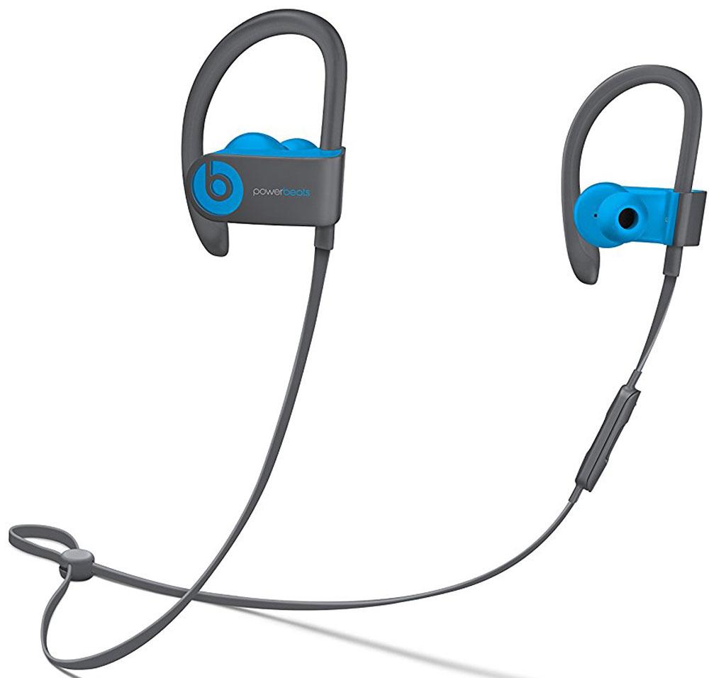 Beats Powerbeats 3 Wireless, Flash Blue наушникиMNLX2ZE/AБеспроводные наушники Powerbeats 3 Wireless работают до 12 часов от аккумулятора — они готовы к любым нагрузкам. С ними вы заряжены на длительные интенсивные тренировки. Их мощный звук даст вам силы и энергию двигаться только вперед.Apple и Beats переворачивают наше представление о музыке с новой технологией Apple W1. Оснащенные встроенным чипом W1 наушники Powerbeats 3 легко подключаются к любому устройству Apple, дольше работают без аккумулятора и заряжаются всего за 5 минут благодаря технологии Fast Fuel.С функцией Fast Fuel вы сможете тренироваться ещё дольше и тратить меньше времени на зарядку. 5-минутной подзарядки будет достаточно для того, чтобы тренироваться под музыку ещё целый час.Тренируйтесь с максимальной отдачей в любую погоду — эти наушники с защитой от влаги и пота зарядят вас энергией для новых достижений.Прокачайте свой плейлист. Система с двумя акустическими головками создает широкий диапазон звука с прозрачными верхними и мощными нижними частотами — Beats подарит вам непревзойденное качество звука.Закрепите кабель наушников фиксатором и наслаждайтесь свободой. Что бы вы ни делали, наушники останутся на месте! Beats усовершенствовали конструкцию кабеля RemoteTalk. Не бойтесь, он не потерял ни одной из встроенных функций и по-прежнему совместим с Siri. А вот менять громкость, переключать композиции и отвечать на звонки стало гораздо удобнее.