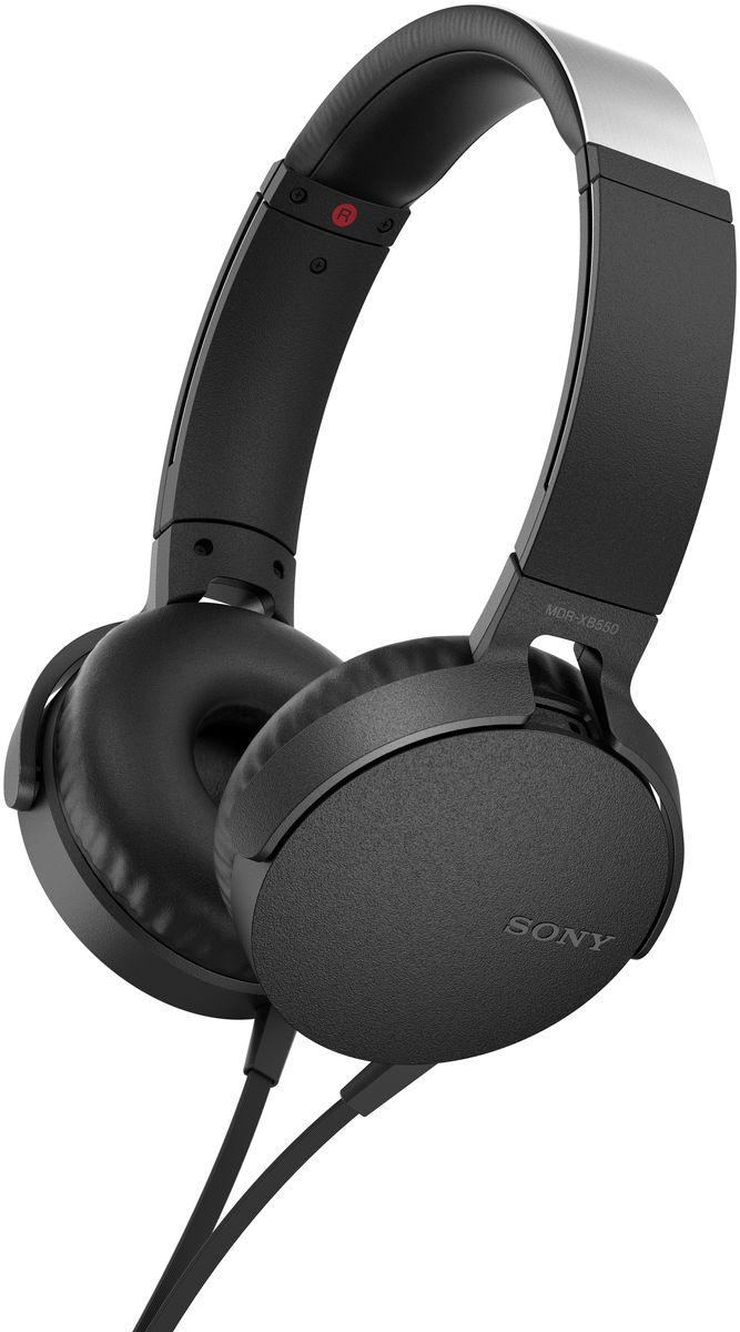 Sony XB550AP Extra Bass, Black наушники92477110Sony XB550AP Extra Bass - наушники для тех, кто любит мощные басы.Прочувствуйте мощь басов в любимых композициях с технологией EXTRA BASS, а яркие цвета наушников наполнят вас энергией и подчеркнут ваш стиль.Переключайтесь с музыки на вызов одним нажатием кнопки на встроенном пульте с микрофоном.Слушайте любимую музыку часами: благодаря мягким ушным накладкам и регулируемому металлическому ободу ваши уши не устанут. Смелый, стильный дизайн этих наушников создан для неординарных людей с хорошим вкусом.Легко управляйте треклистом и настройками звучания. Наушники оснащены встроенным пультом и микрофоном, так что вы сможете переключать треки и отвечать на звонки.