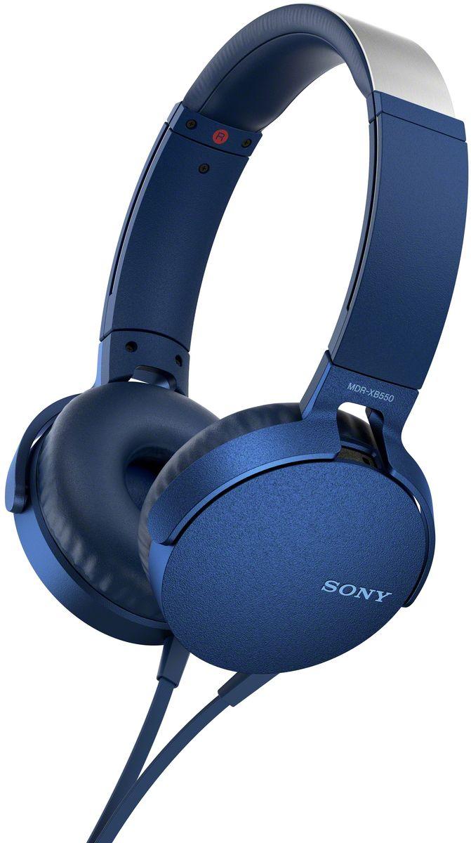 Sony XB550AP Extra Bass, Blue наушники92477111Sony XB550AP Extra Bass - наушники для тех, кто любит мощные басы.Прочувствуйте мощь басов в любимых композициях с технологией EXTRA BASS, а яркие цвета наушников наполнят вас энергией и подчеркнут ваш стиль.Переключайтесь с музыки на вызов одним нажатием кнопки на встроенном пульте с микрофоном.Слушайте любимую музыку часами: благодаря мягким ушным накладкам и регулируемому металлическому ободу ваши уши не устанут. Смелый, стильный дизайн этих наушников создан для неординарных людей с хорошим вкусом.Легко управляйте треклистом и настройками звучания. Наушники оснащены встроенным пультом и микрофоном, так что вы сможете переключать треки и отвечать на звонки.