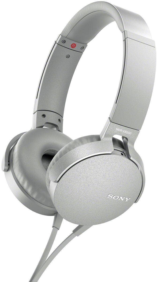 Sony XB550AP Extra Bass, White наушники92477114Sony XB550AP Extra Bass - наушники для тех, кто любит мощные басы.Прочувствуйте мощь басов в любимых композициях с технологией EXTRA BASS, а яркие цвета наушников наполнят вас энергией и подчеркнут ваш стиль.Переключайтесь с музыки на вызов одним нажатием кнопки на встроенном пульте с микрофоном.Слушайте любимую музыку часами: благодаря мягким ушным накладкам и регулируемому металлическому ободу ваши уши не устанут. Смелый, стильный дизайн этих наушников создан для неординарных людей с хорошим вкусом.Легко управляйте треклистом и настройками звучания. Наушники оснащены встроенным пультом и микрофоном, так что вы сможете переключать треки и отвечать на звонки.
