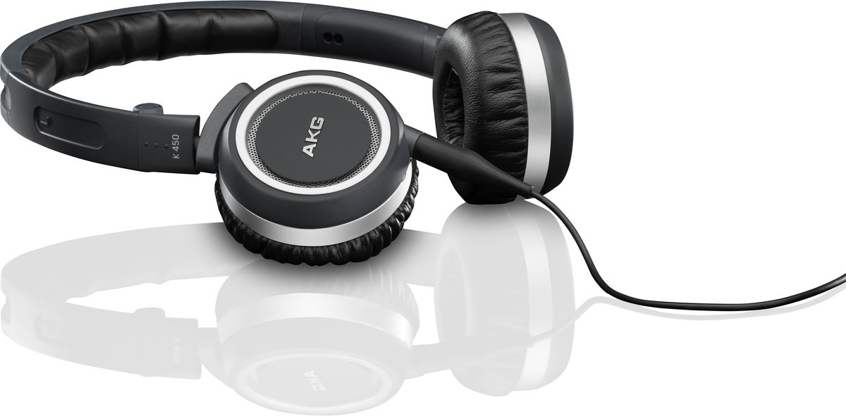 AKG K450, Navy наушникиK450BLUНаушники AKG K 450 удобно сидят на голове и так же удобно складываются и помещаются в небольшой чехол для переноски и хранения. Использование гарнитуры Bluetooth позволит Вам не только прослушивать любимую музыку, воспроизводимую на любом сотовом телефоне, имеющем функцию Bluetooth, но также совершать звонки в сколь угодно шумном месте.Отсоединяемый кабель обеспечивает подключение практически к любому устройству, простоту хранения и замены. Трехосевой механизм складывания гарантирует максимальную компактность при хранении и транспортировке.