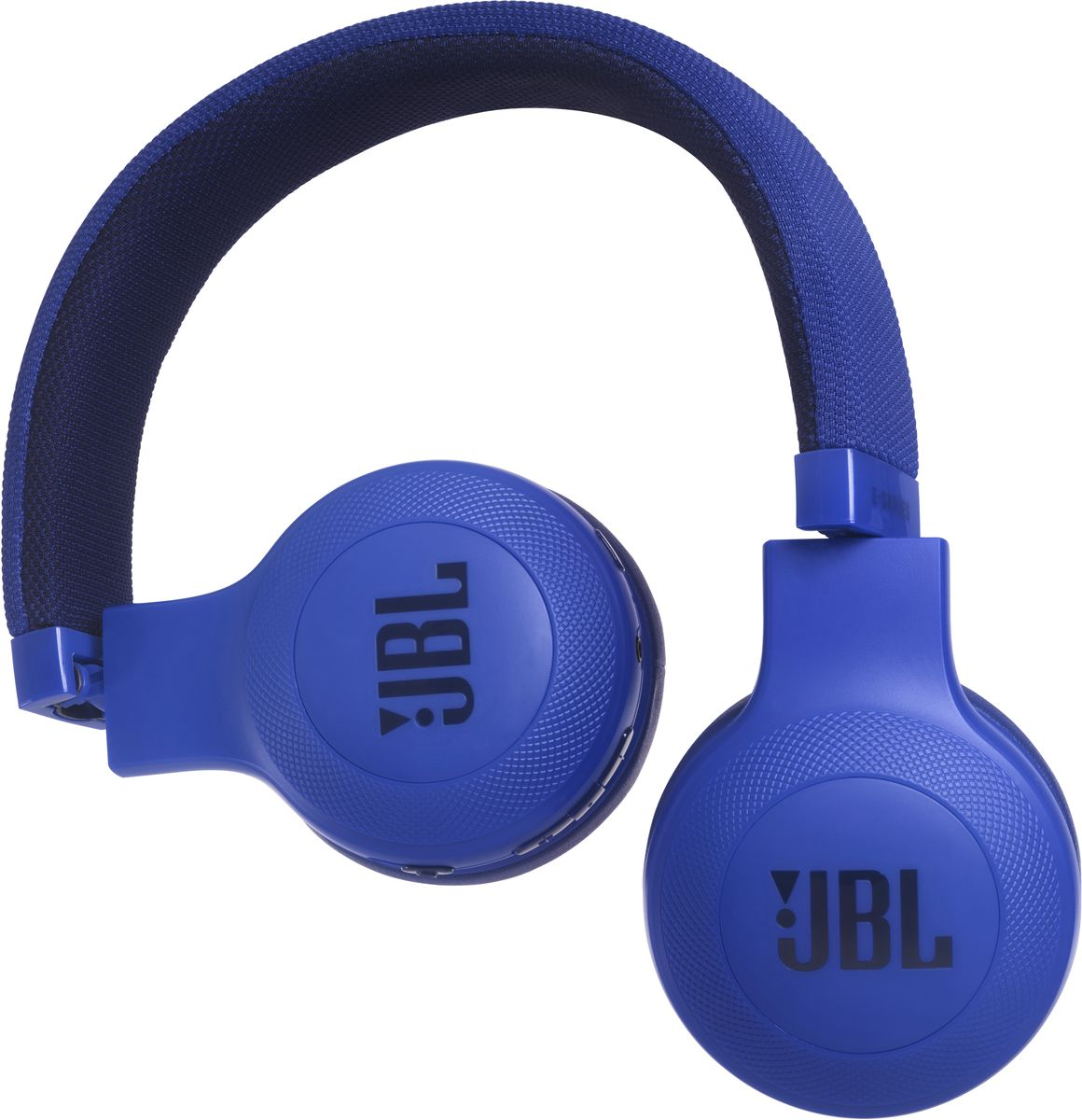 JBL E45BT, Blue беспроводные наушникиJBLE45BTBLUБеспроводные накладные наушники JBL E45BT доставят легендарный звук JBL прямо вам в уши. E45BT - одна из наиболее универсальных моделей, отличающаяся длительной работой от аккумулятора (до 16 часов), инновационным, стильным оголовьем с тканевой отделкой и эргономичным накладным дизайном. Это значит, что вы можете не расставаться с любимой музыкой и получать дополнительное удовольствие, где бы вы ни были - на работе, в транспорте или просто в городе. Вы можете с легкостью переключаться с прослушивания музыки на своем портативном устройстве на прием телефонного вызова, чтобы никогда не пропускать звонки. Благодаря элегантному внешнему виду, различным цветам и дополнительному удобству съемного кабеля с пультом управления и микрофоном вам никогда не захочется расставаться с наушниками E45BT. Они привнесут в вашу жизнь яркость и удовольствие.