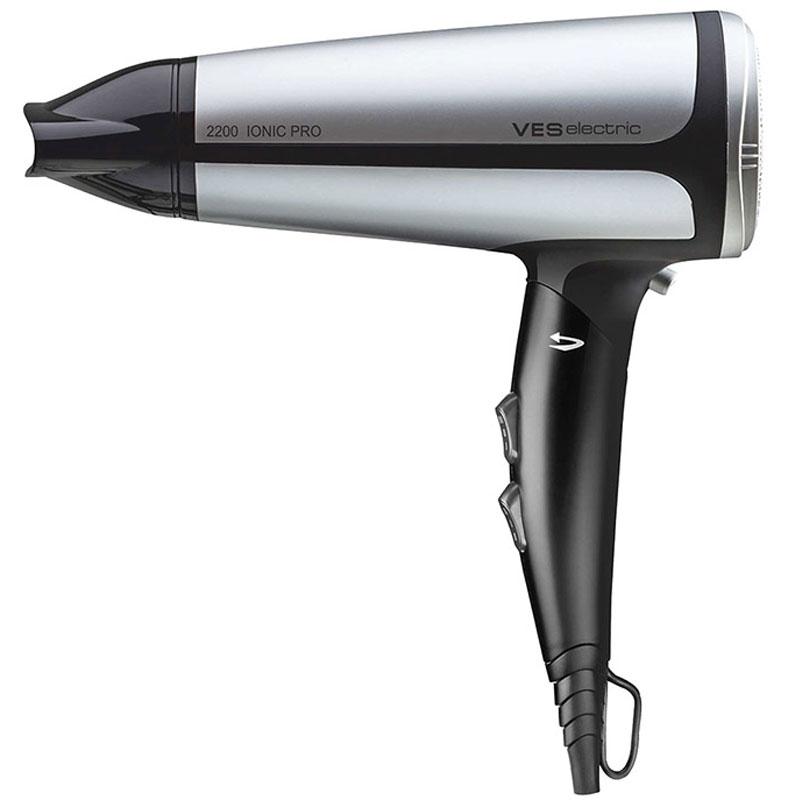 Ves V-HD575 фенV-HD575Фен Ves V-HD575 поможет быстро высушить и красиво уложить волосы любой длины. Данная модель практична и удобна в использовании, имеет складную ручку для удобного хранения, защиту от перегрева, съемный фильтр для удобной очистки и петлю для подвешивания. Фен работает в трех температурных режимах и в двух режимах интенсивности подачи воздуха. Оснащен функциями холодного обдува и ионизации.