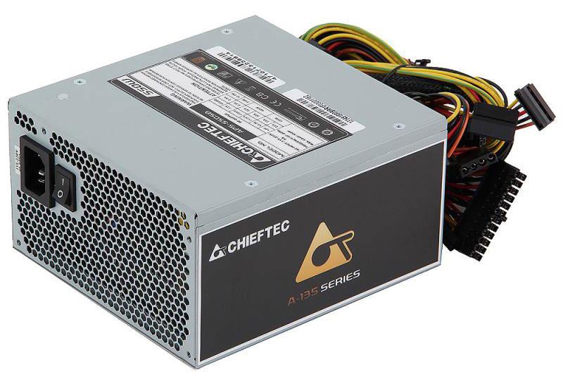 Chieftec APS-550SB блок питания для компьютера4710713239814Блок питания Chieftec APS-550SB – яркий представитель серии A-135 с фиксированными кабелями, способный стать экономически выгодным приобретением с хорошим потенциалом на будущее. Модель обеспечивает высокую эффективность работы >85% в сетях 115-230В и сертифицирована по стандарту 80+Bronze, что позволяет использовать её в качестве рекомендованного источника питания для компьютерных систем (особенно в тех районах, где наблюдаются частые перепады или просадки напряжения). Для комфортной и тихой работы блок укомплектован низкооборотистым 140 мм вентилятором, а также заявлена полная совместимость с новейшим поколением процессоров Intel при минимальной нагрузке > 0.05A.