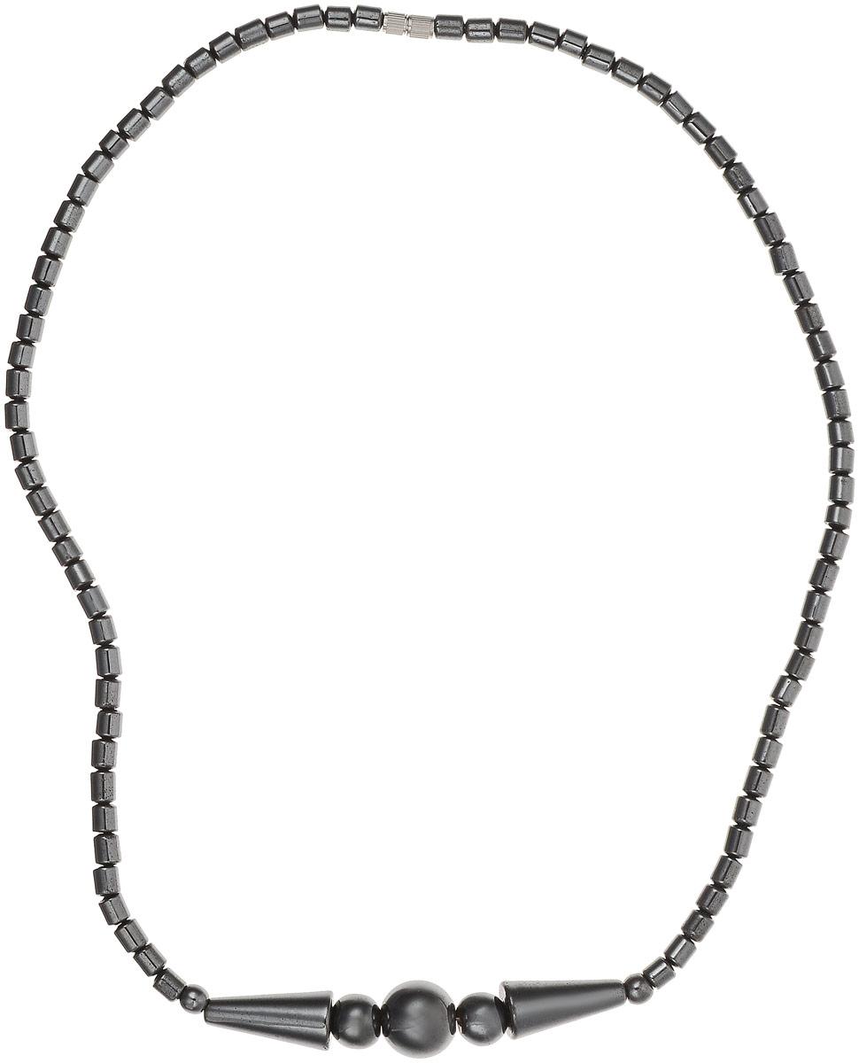 Колье Револю Моника, цвет: черный. П2214Колье (короткие одноярусные бусы)Колье из натурального гематита. С древних времен бытует мнение, что гематит очищает кровь, укрепляет кровоочищающие органы — почки, печень и селезенку. Его рекомендуют носить над органами, в которых происходит слабое кровообращение. В древности этот камень ценился как сильнейший магический амулет. Считалось, что гематит защищает от темных сил, врагов. Гематит способен придавать своему владельцу мужество и отвагу, он является оберегом мужчин. Можно использовать гематит в качестве талисмана, так как он помогает в профессиональном обучении